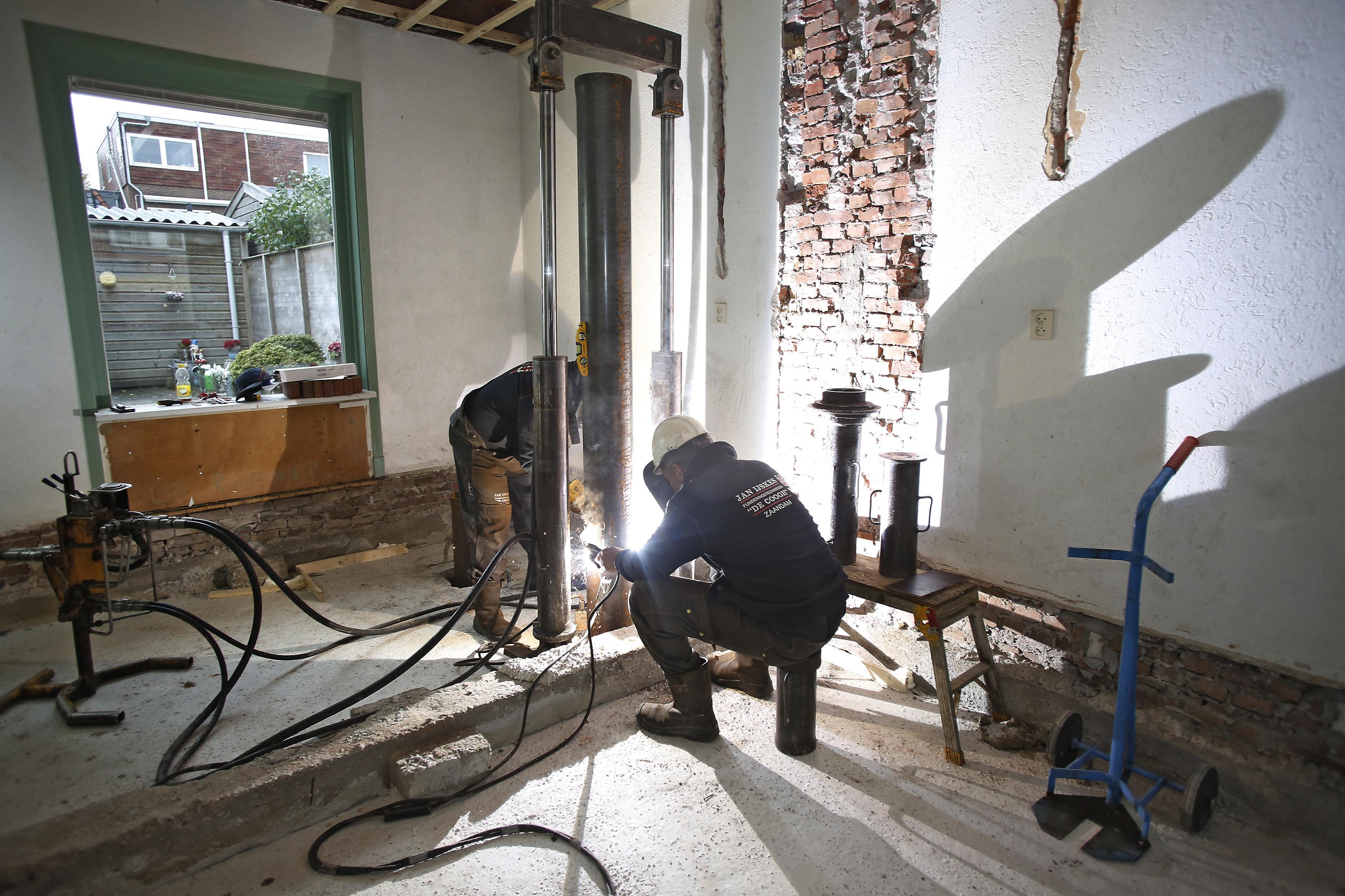 Funderingsherstel: Trillingsvrij heien in het Rode Dorp in Weesp