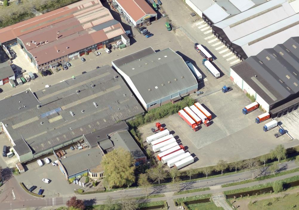 Hoorn verzegelt bedrijfspand aan Gildenweg Blokker na vondst hennepplantage