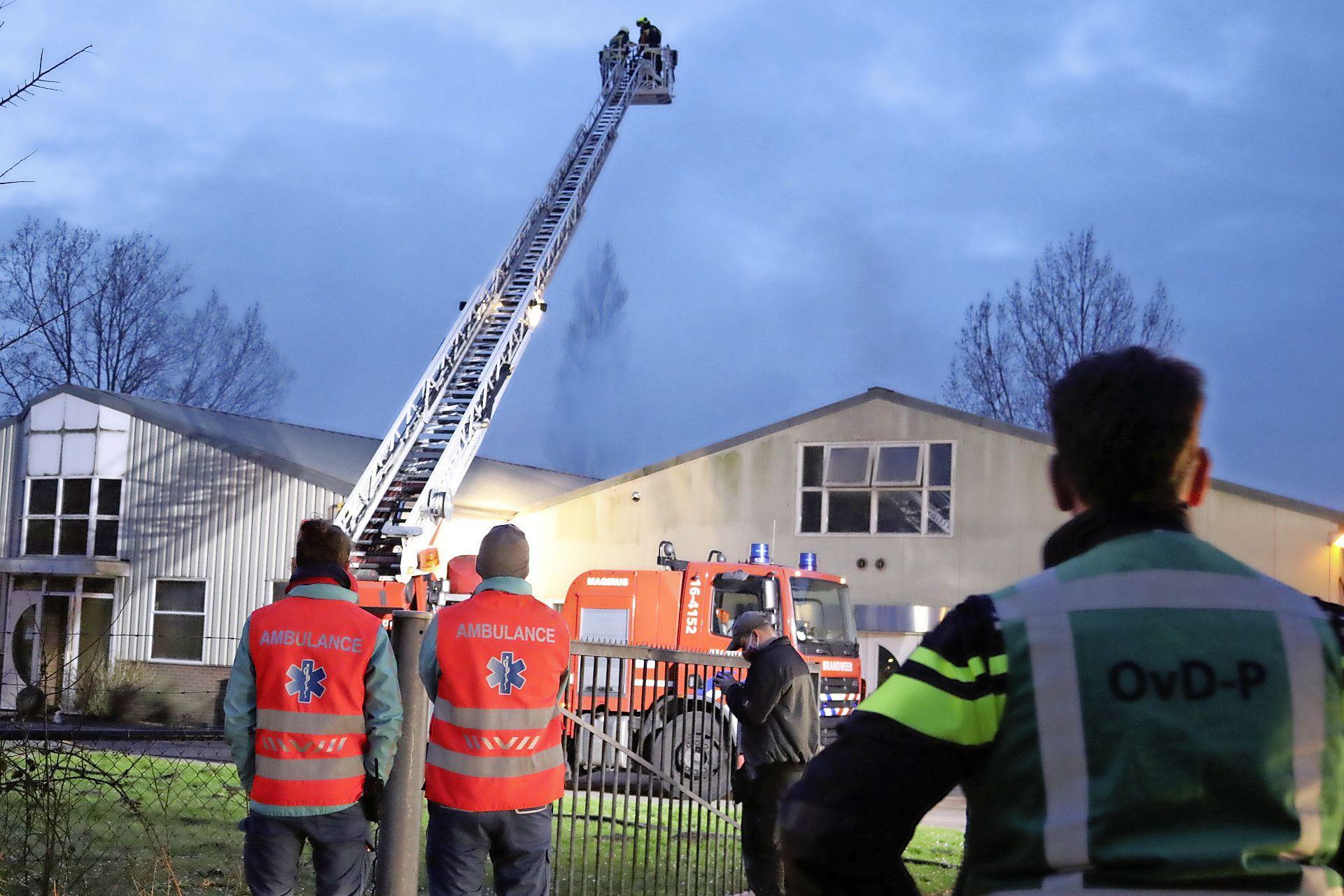 Brand bij loods houtbewerkingsbedrijf in Rijnsburg