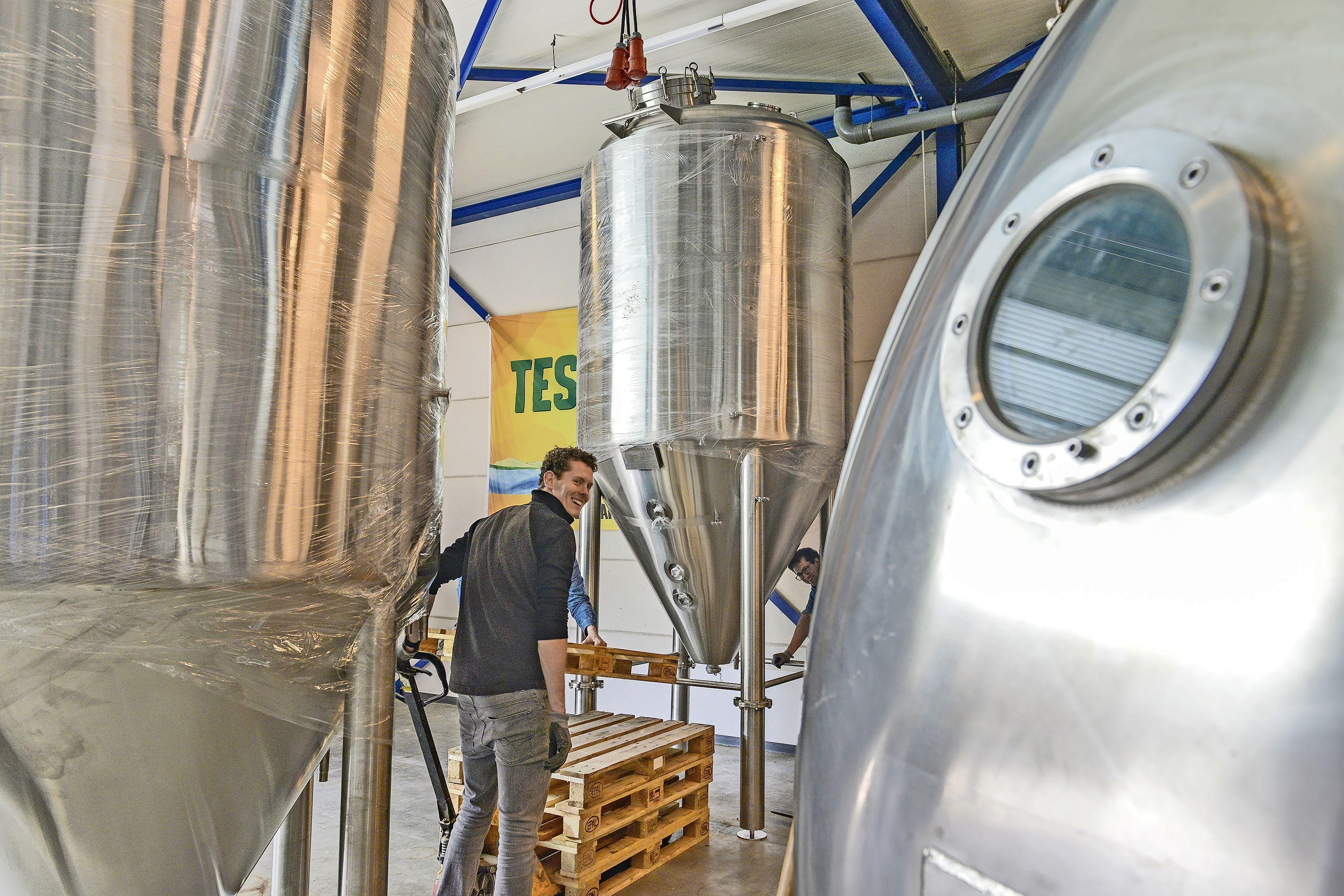 Het Texelse bier is niet aan te slepen. Familiebrouwerij Diks verviervoudigt de productie. Een succesverhaal tijdens de coronadip