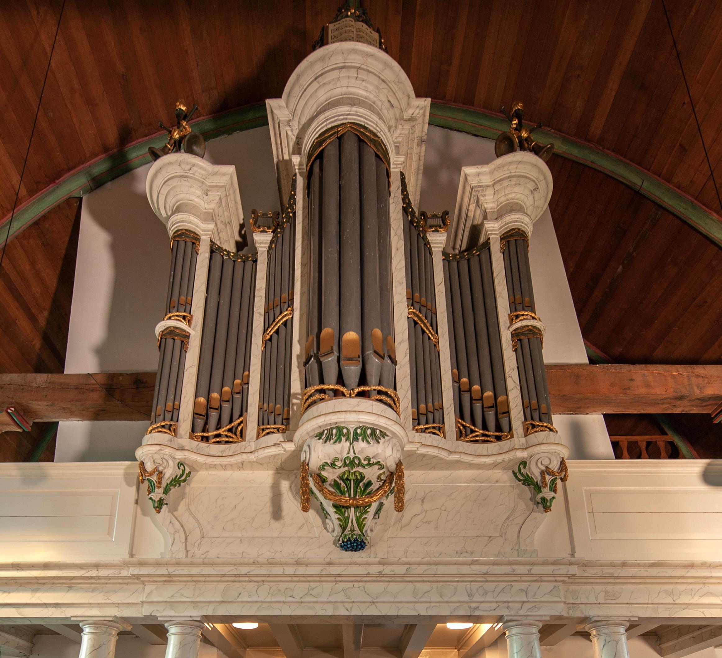 De parel van de Utrechtse orgels, dat van de Vreelandse Nicolaaskerk, wordt gerestaureerd. En dat is nog een verdraaid lastige puzzel
