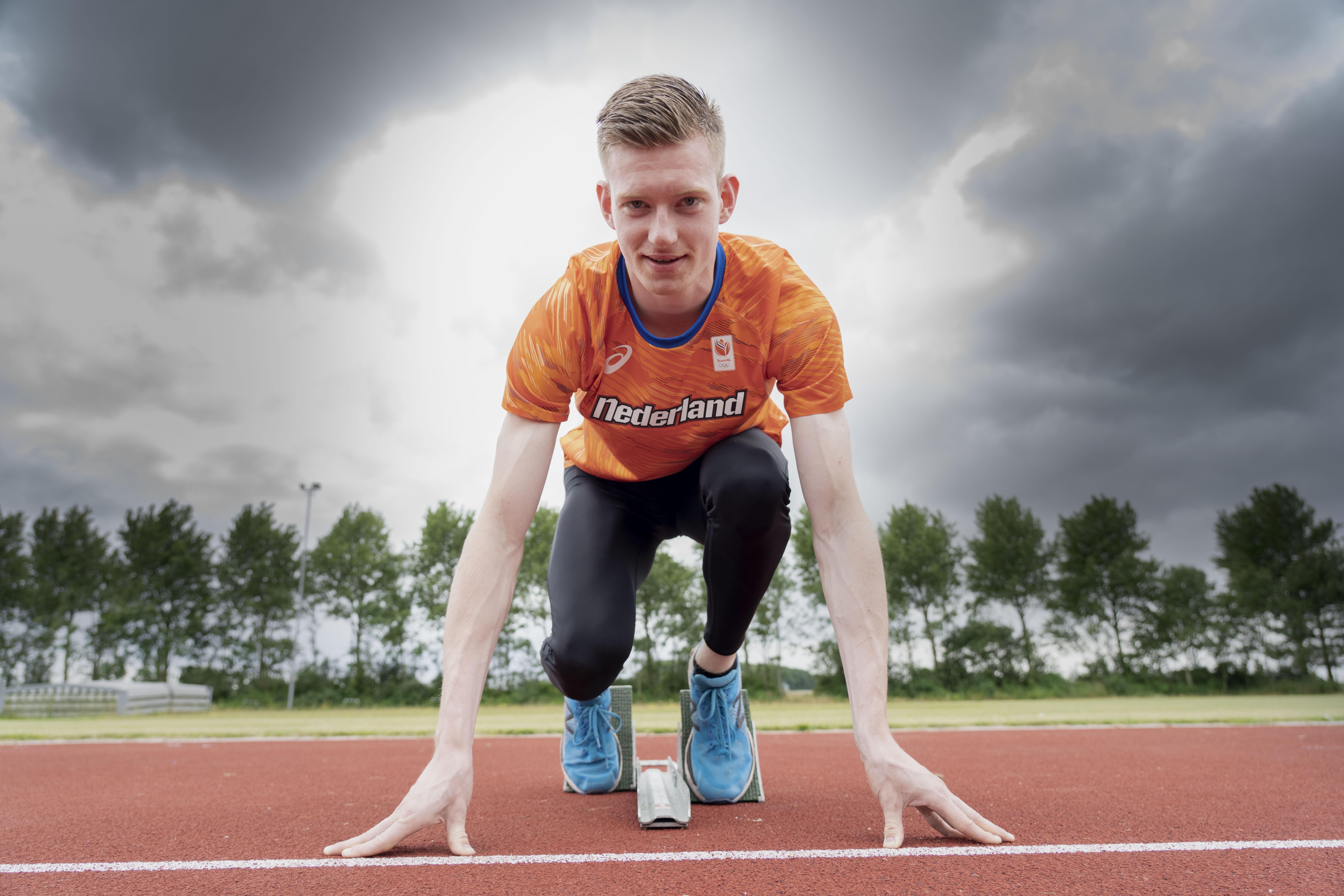 Atleet Mika Brouwer ontdekte als voetballer zijn snelheid: 'Ik was verdediger. Ideaal, omdat ik doorgebroken spelers alsnog kon inhalen'