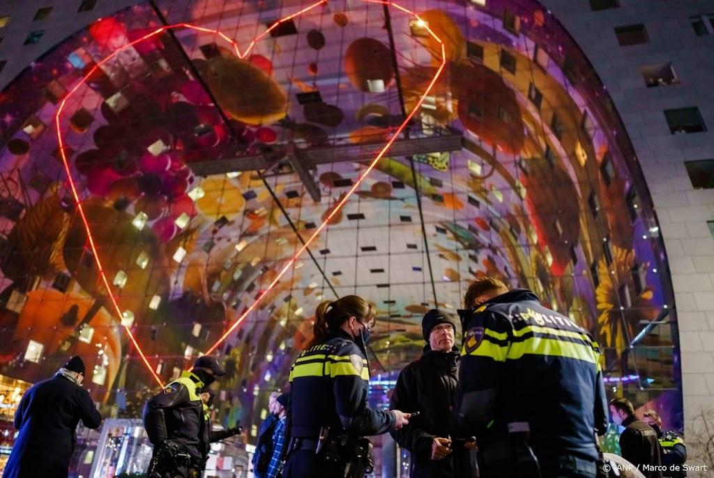 Tientallen mensen beboet in Rotterdam voor niet naleven avondklok
