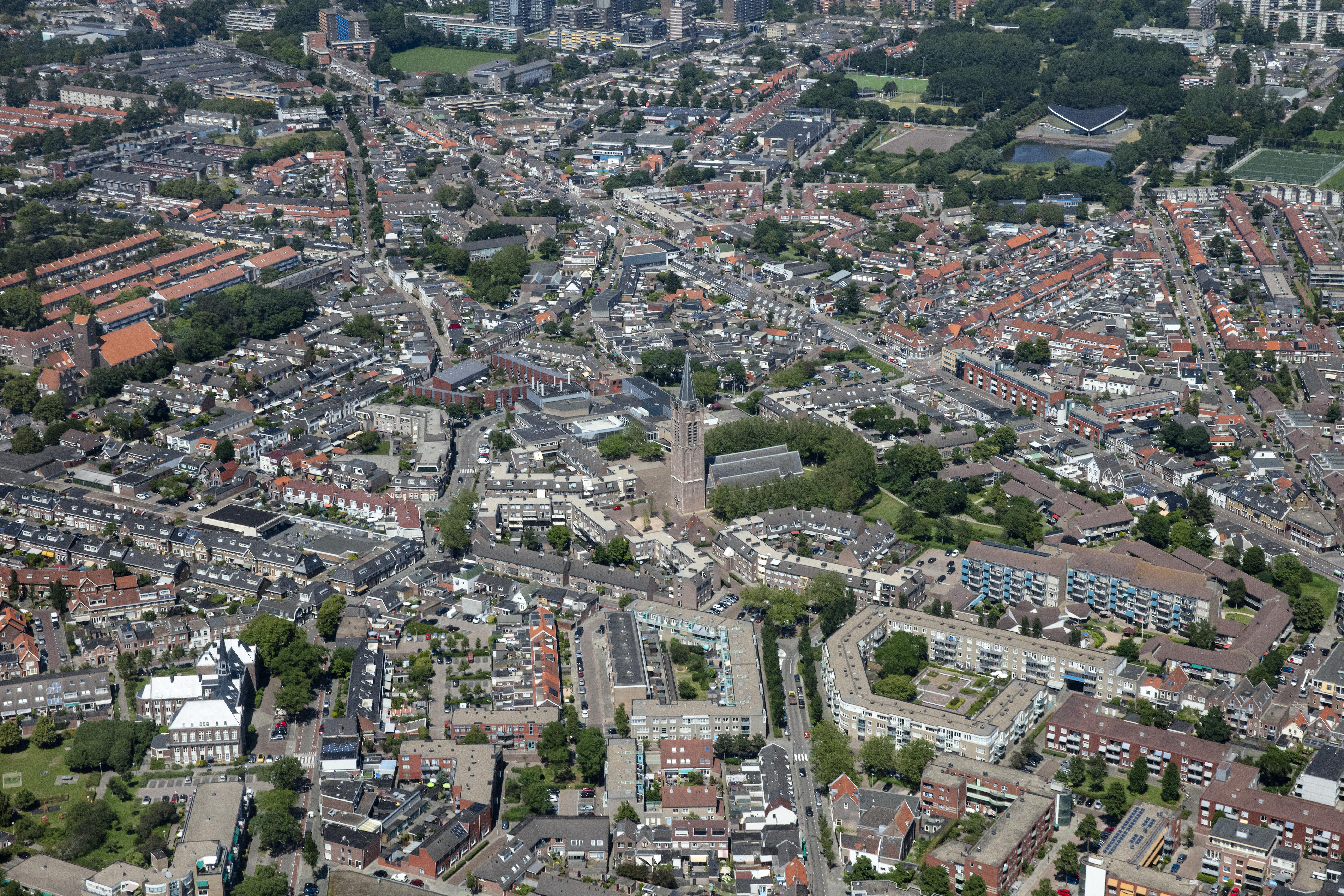 Protestantse gemeente Beverwijk hoopt op steun van gemeenschap; bij het vinden van een partner en het behoud van de Grote Kerk: 'Dit is de plek waar heel Beverwijk omheen is gebouwd'