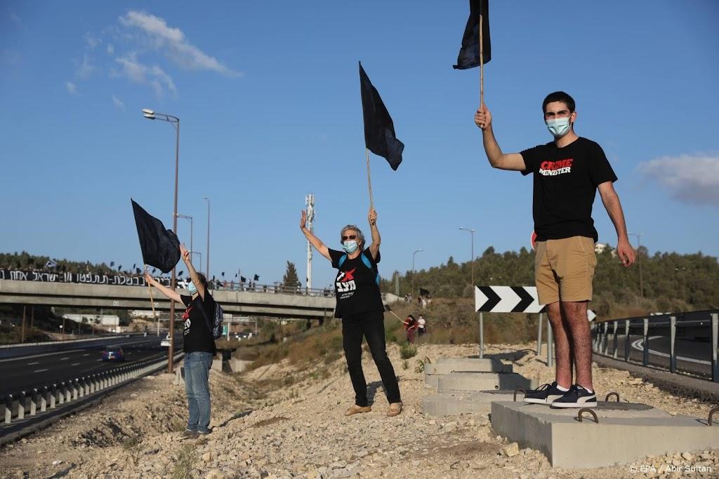 Lockdown weerhoudt Israëli niet van demonstreren