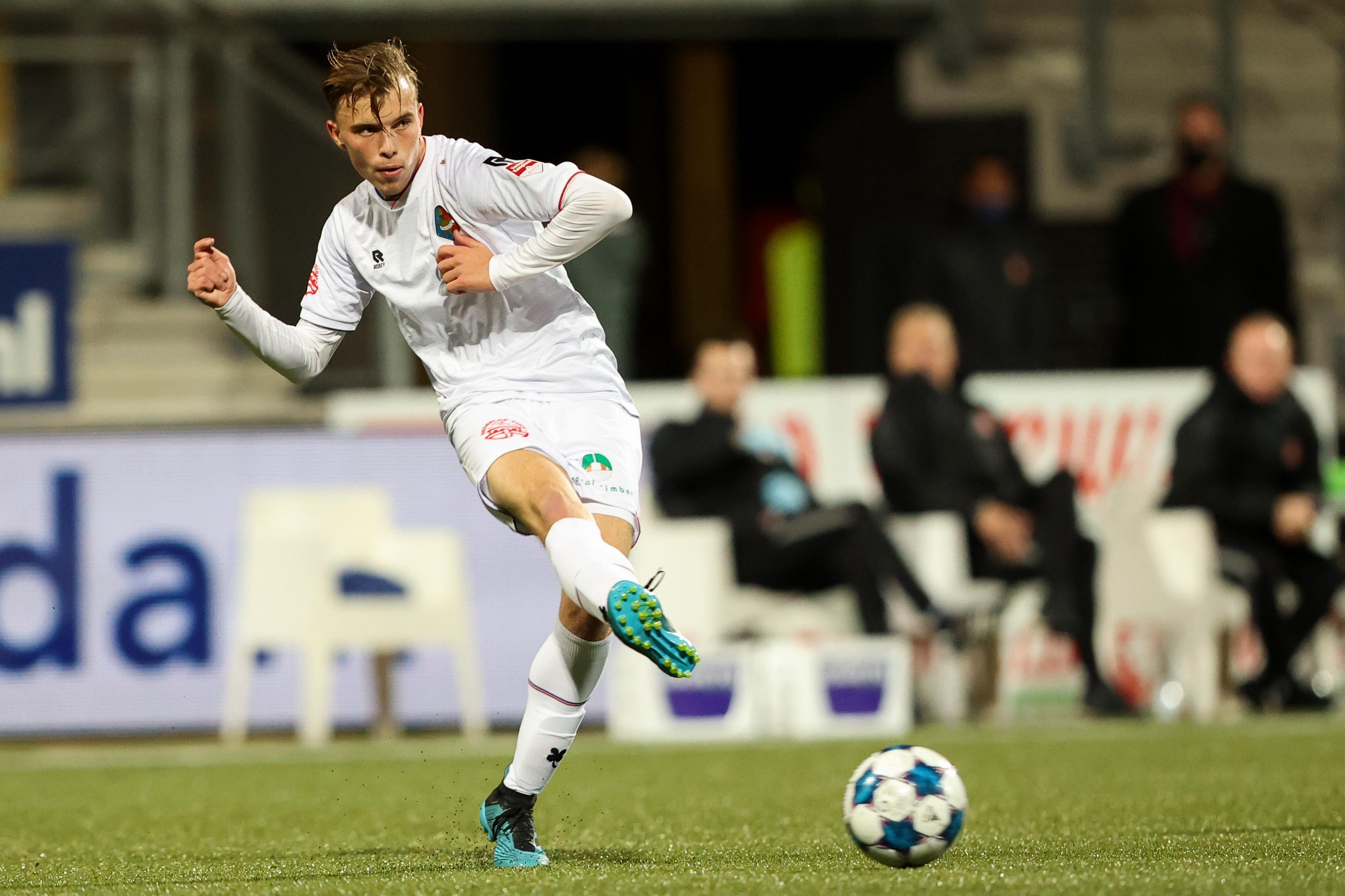 Cas Dijkstra (19) zette de knop om en krijgt nu de kans in het betaald voetbal: 'Met Telstar is de cirkel rond'