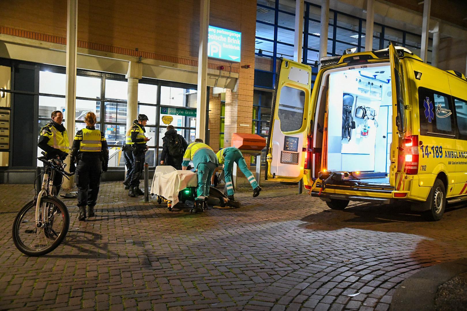 Scooterrijder zwaargewond bij botsing met verkeerspaal in Hilversum