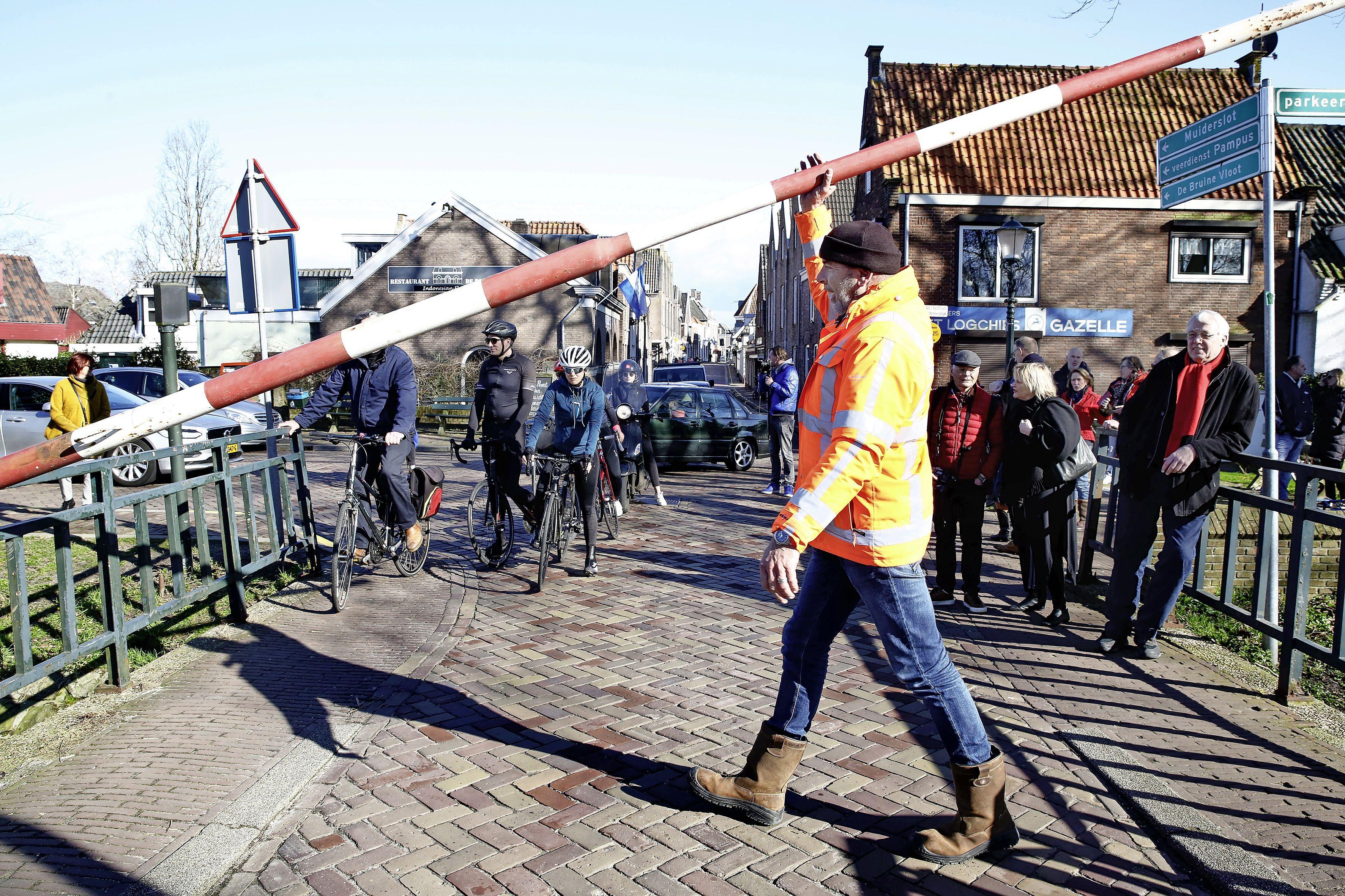 Muiers fel tegen plan om bedientijden Amsterdamse Poortbrug te verruimen ten gunste van sloepenverkeer uit De Krijgsman: 'We zitten hier straks als ratten in de val'