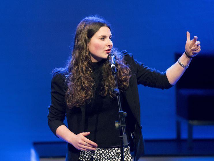 Poetry Slam door Demi Baltus: Het Gewone Leven [video]