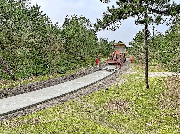 In beton gegoten: eerste van 32 kilometer fietspad op Texel weer zo glad als een spiegel