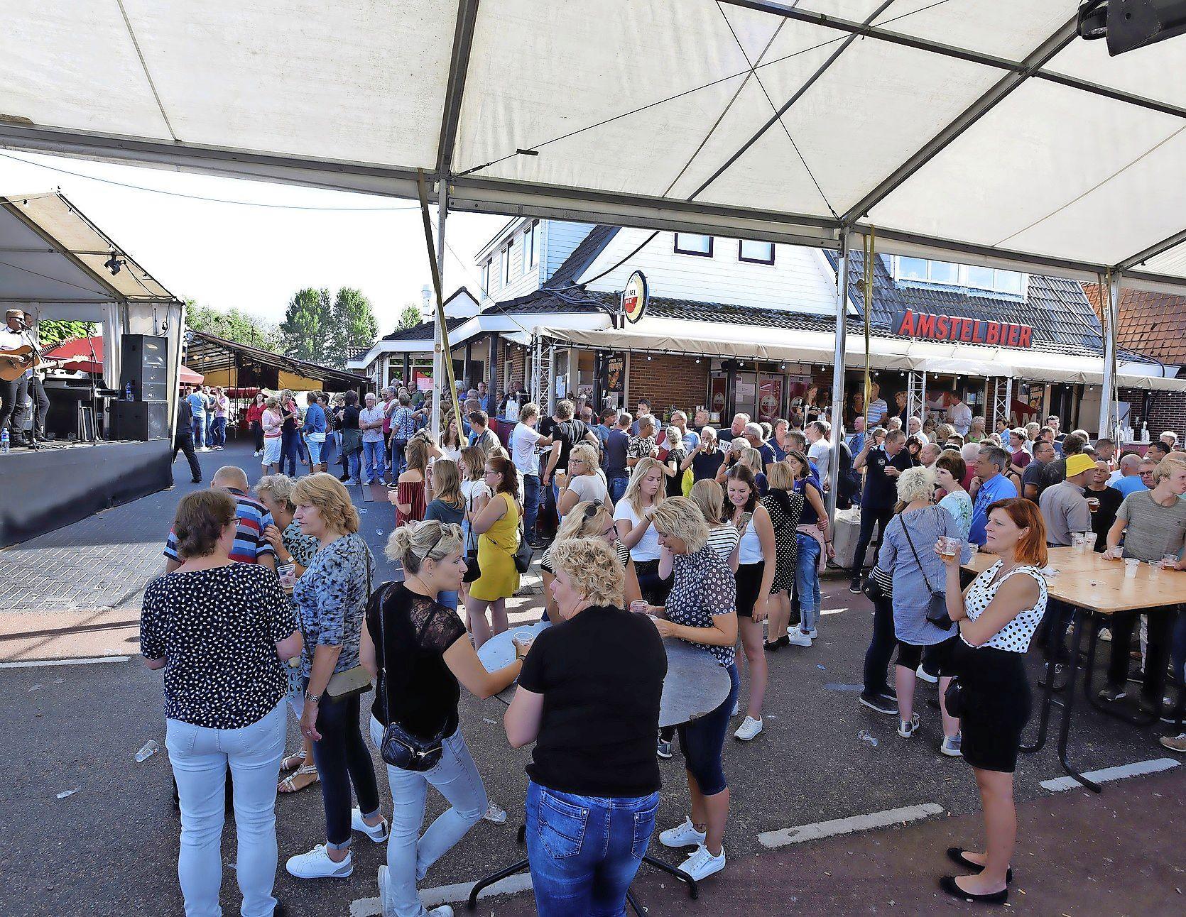 TV De Kaag niet blij met definitieve keuze voor kermis op de Westrand in Wervershoof. 'Tennissers van buitenaf zullen nu in de omliggende wijken moeten parkeren'