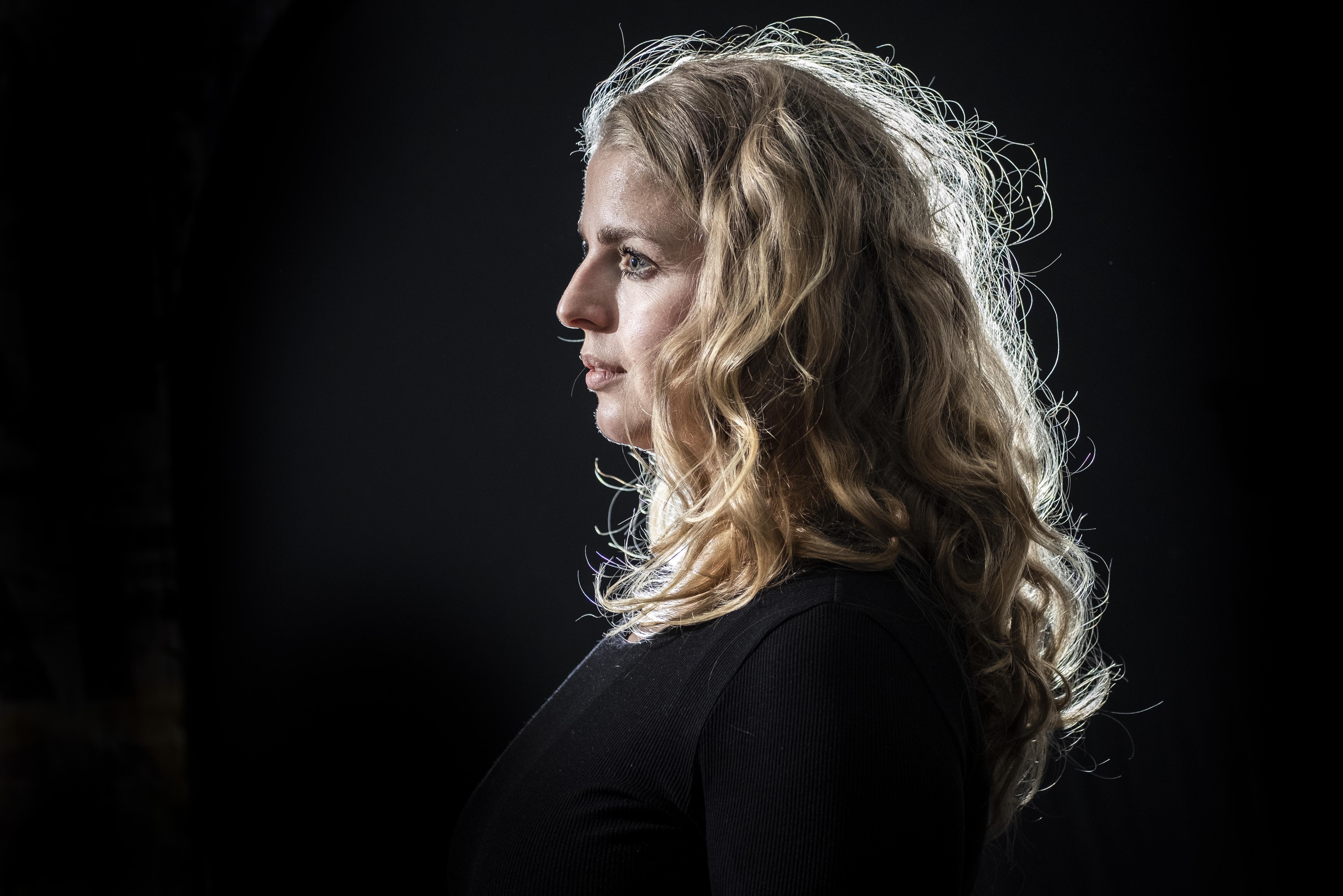 Twintig jaar na de Nieuwjaarsbrand: in de schaduw van De Hemel, Ageeth verloor als 12-jarige bijna haar zus en moeder