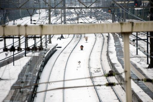 Overstekende schaatsers veroorzaken 'levensgevaarlijk taferelen' langs spoor in Noord-Holland