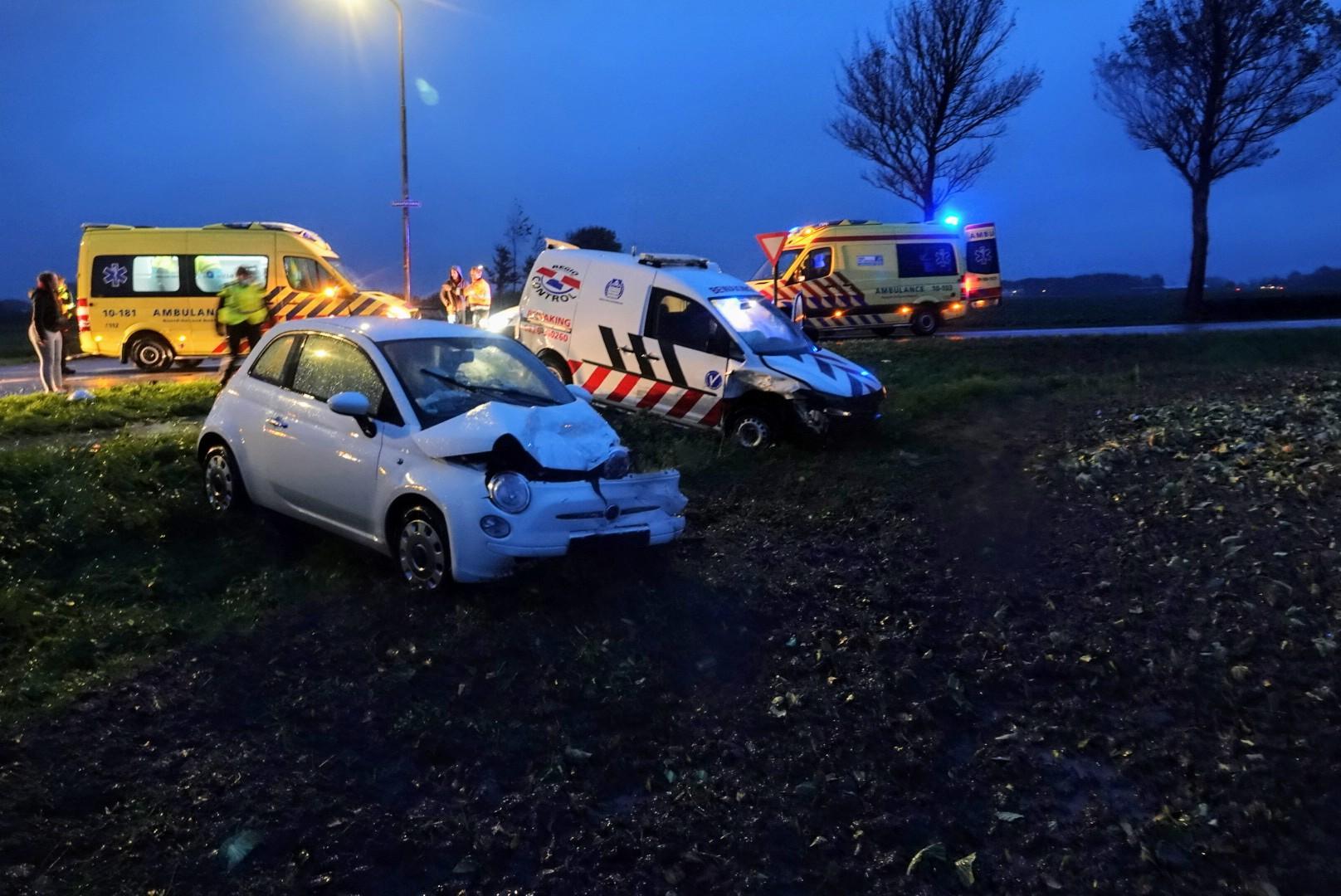 Twee gewonden en veel blikschade bij stevig ongeluk in Waarland
