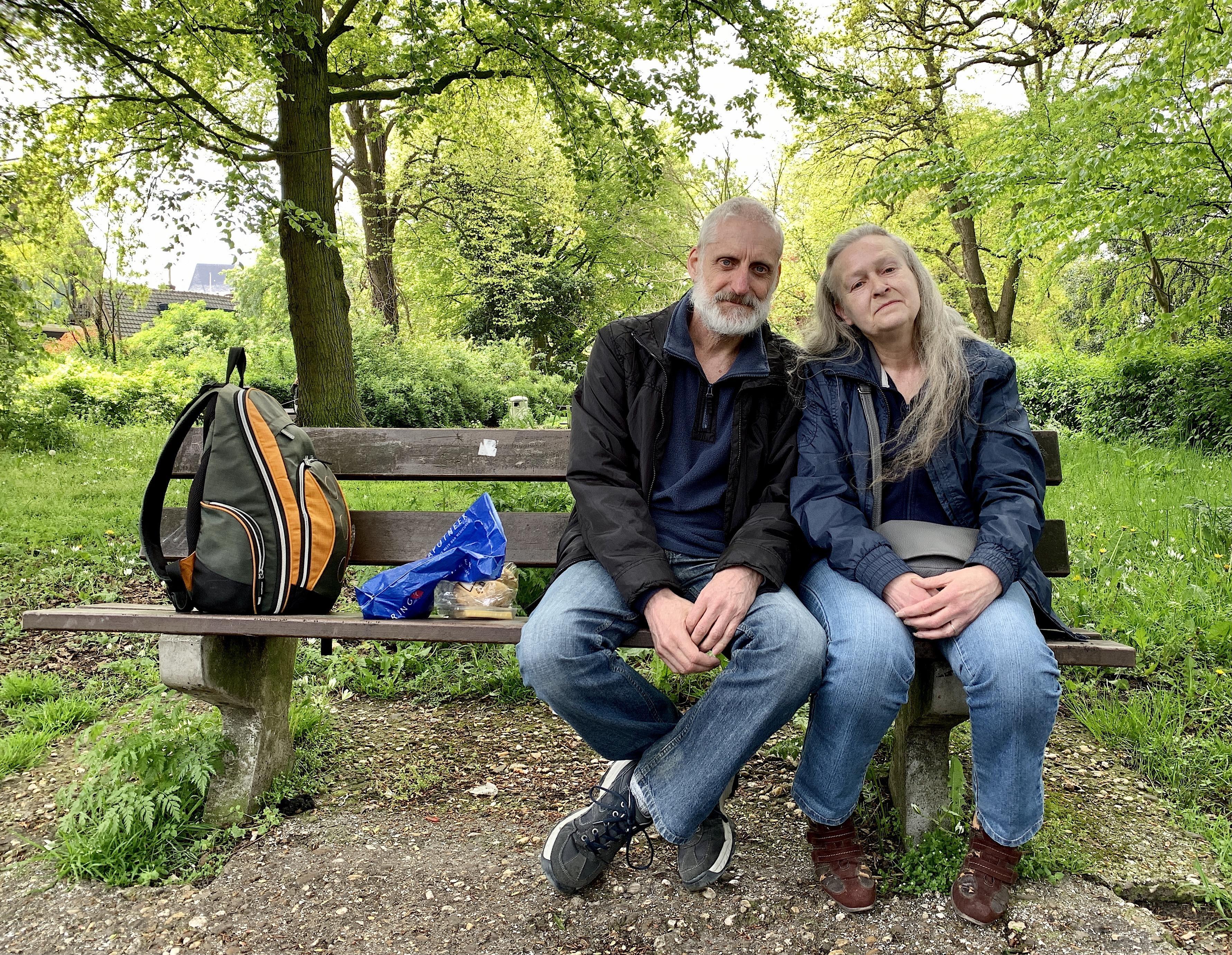,,We doen alles samen'', zegt Janny (61). ,,Het voelt nog altijd goed, zo bij elkaar'', meent Joop (64). Het Alkmaarse stel is al 44 jaar onafscheidelijk