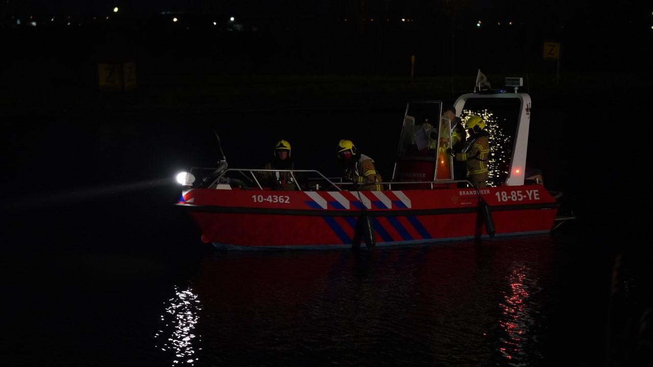 Geen auto gevonden bij zoekactie in water langs Westdijk in Zuidschermer [update]