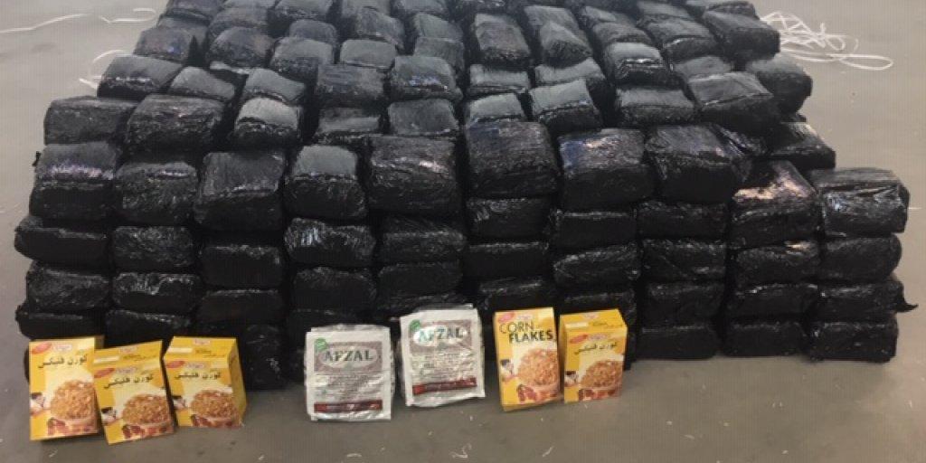 Douane op Schiphol ontdekt 1400 kilo tabak tussen pakken cornflakes