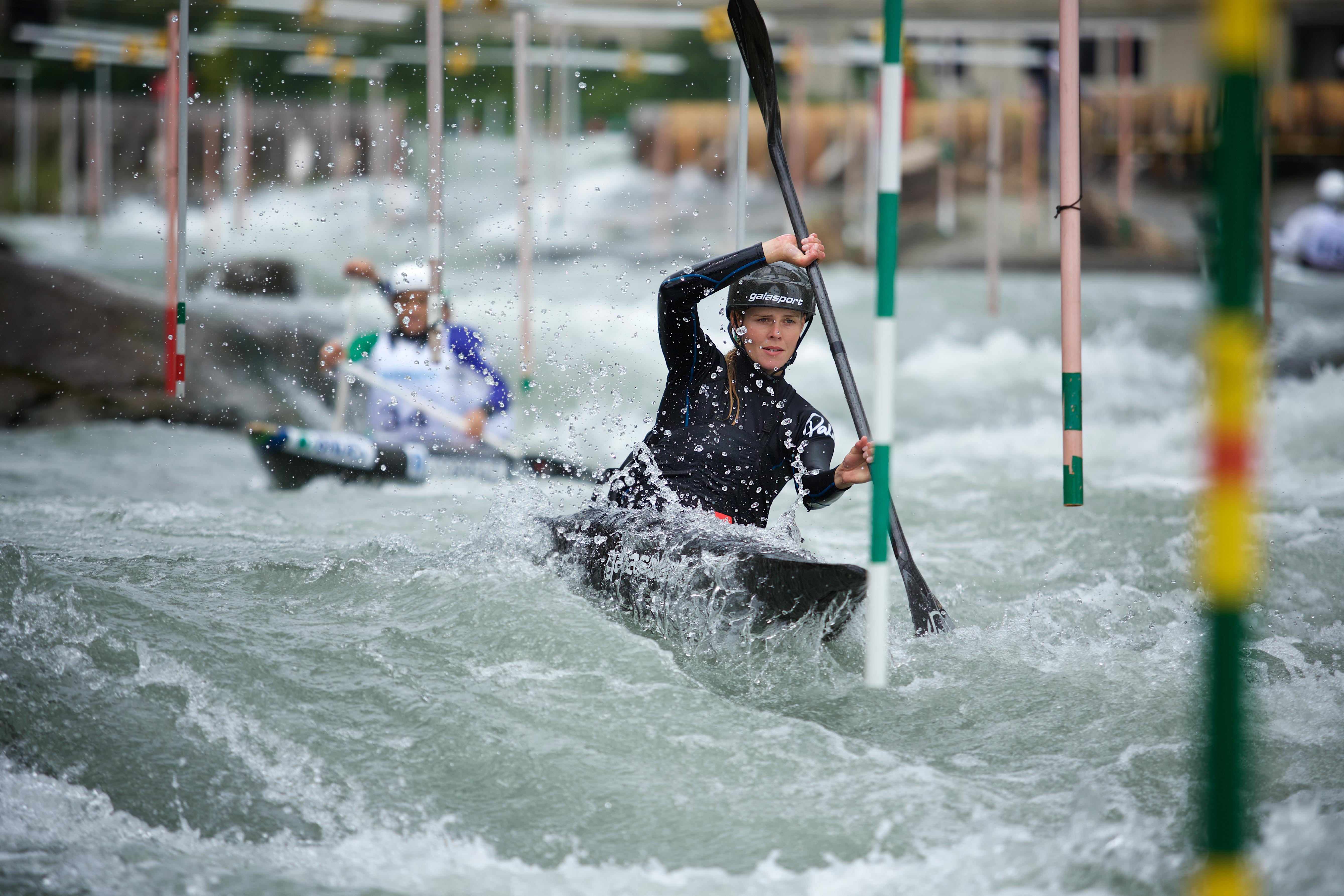 Na het verliezen van meerdere vrienden op de rivier, is Martina Wegman zich gaan focussen op de kanoslalom. En met succes, ze heeft zich geplaatst voor de Olympische Spelen in Tokio [video]