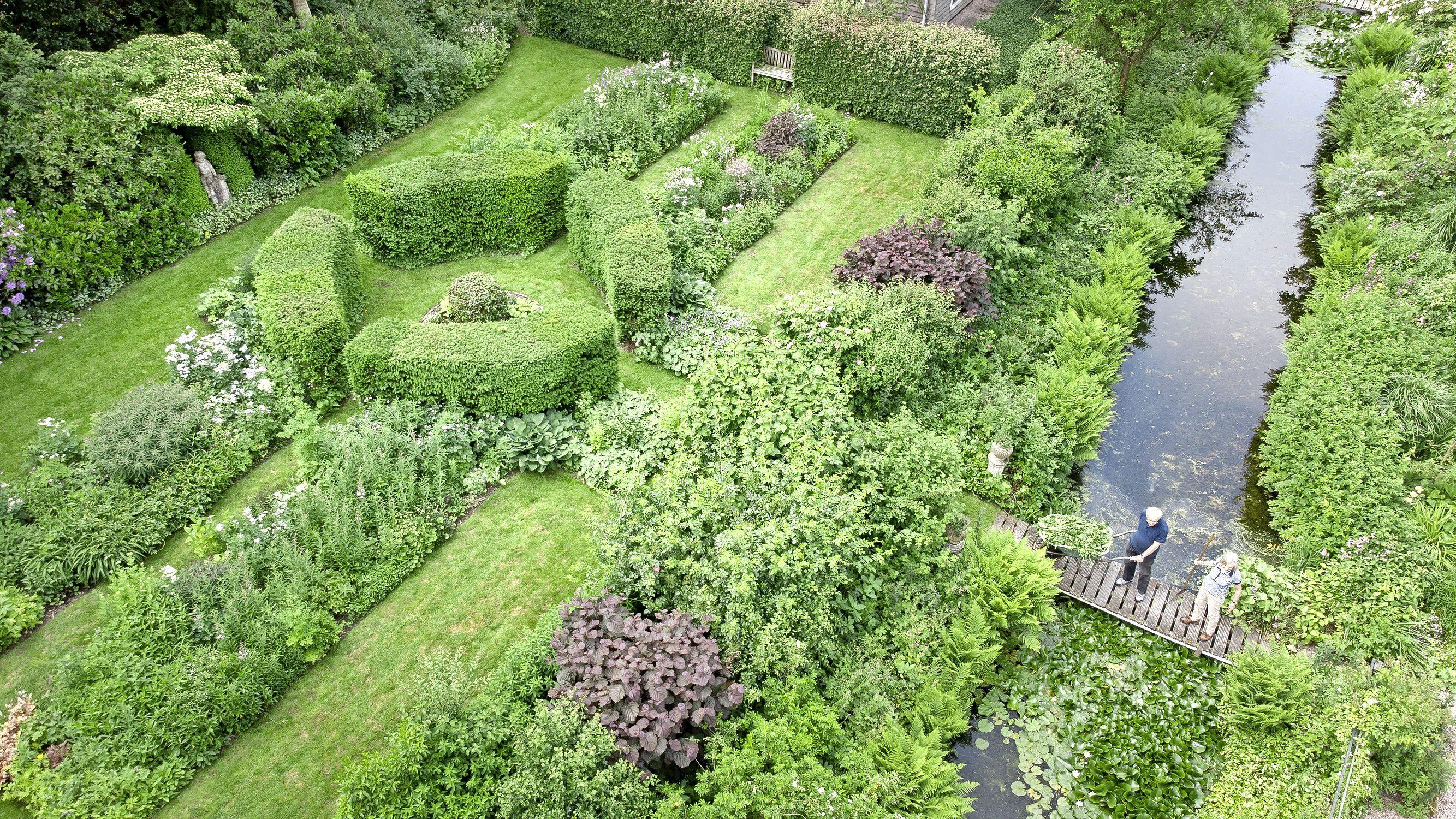Emely's tuin laat zich aan de vooravond van de jaarlijkse open dag niet helemaal vangen met de drone