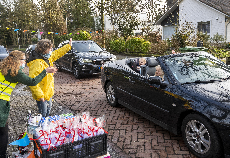Ballonnen en slingers bij kinderopvang Robinson in Bennebroek: 'Mag de BSO weer open?