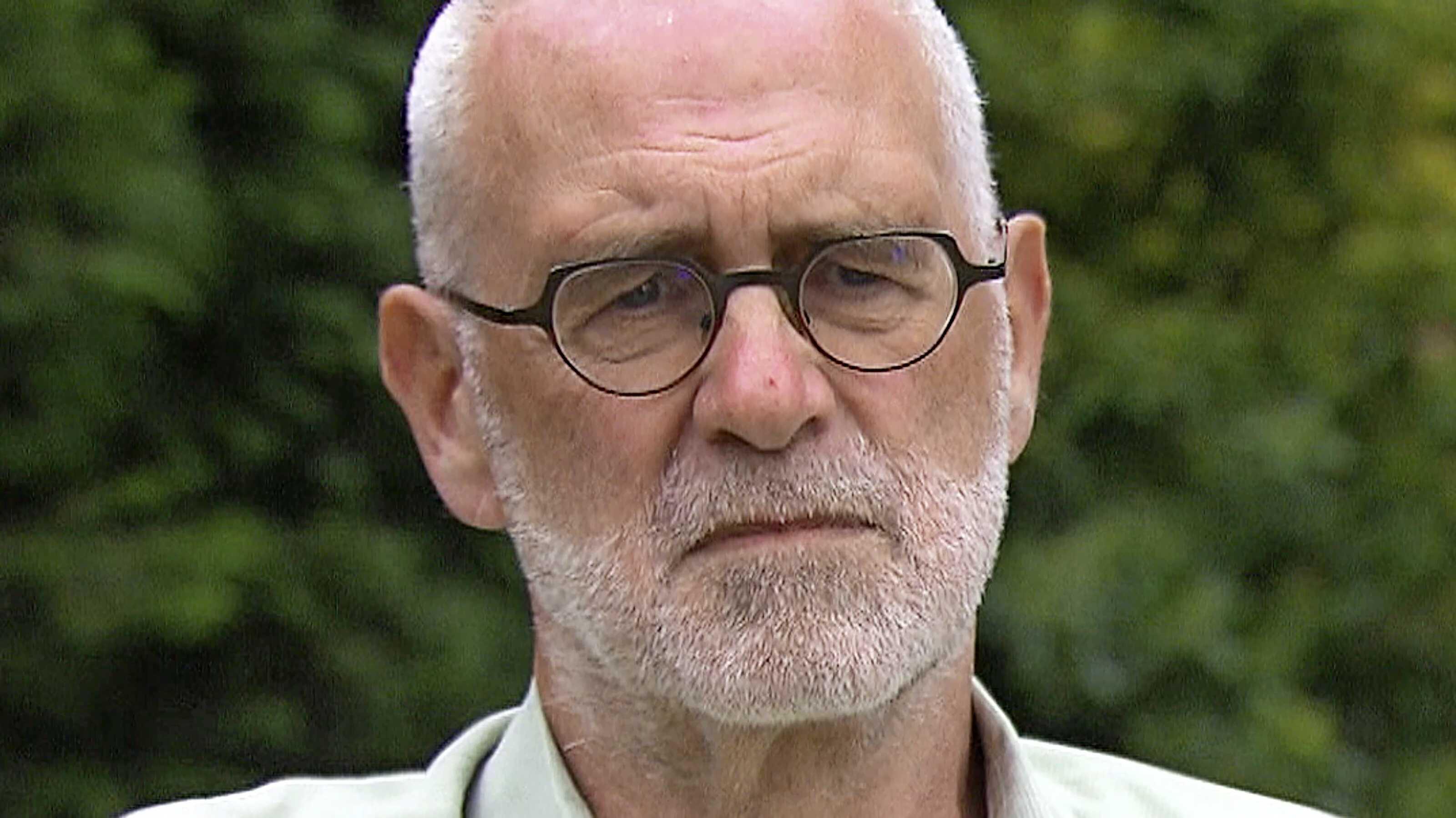 Turntrainer Gerrit Beltman, die met schuldbekentenis over wangedrag het turnschandaal ontketende, dient ontslag bij Duitse club in