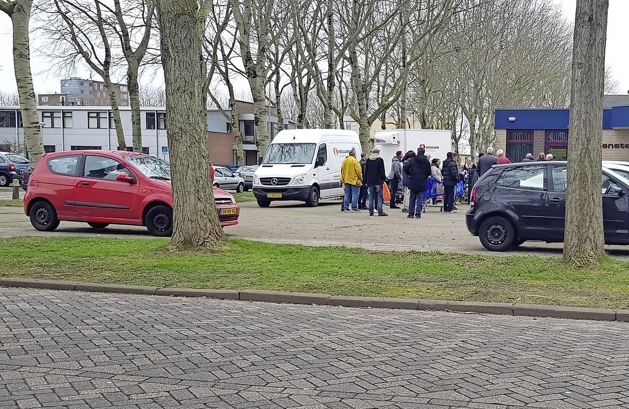 De coronacrisis heeft nog niet geleid tot een stroom van nieuwe klanten bij de Helderse voedselbank. 'Maar we weten niet wat dit najaar brengt'