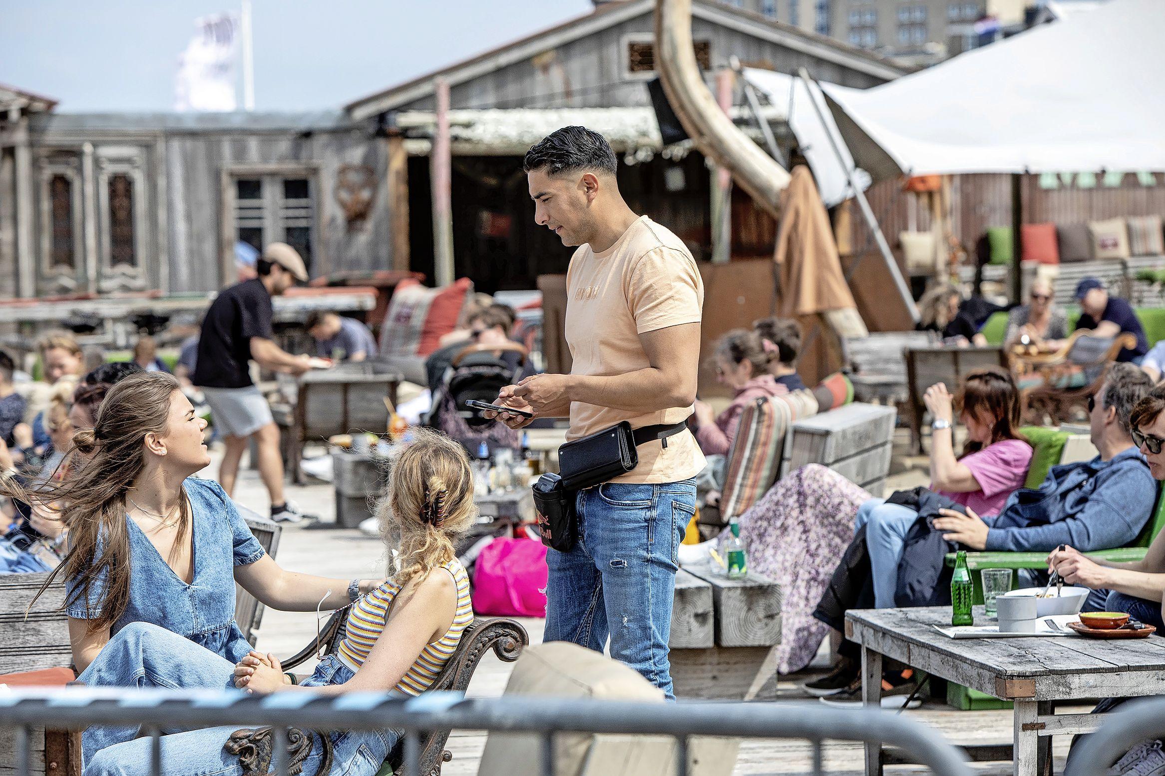 Zandvoortse wethouder Verheij deelt zorgen over strand. 'Kustveiligheid is belangrijk, maar toerisme en recreatie zijn dat ook'