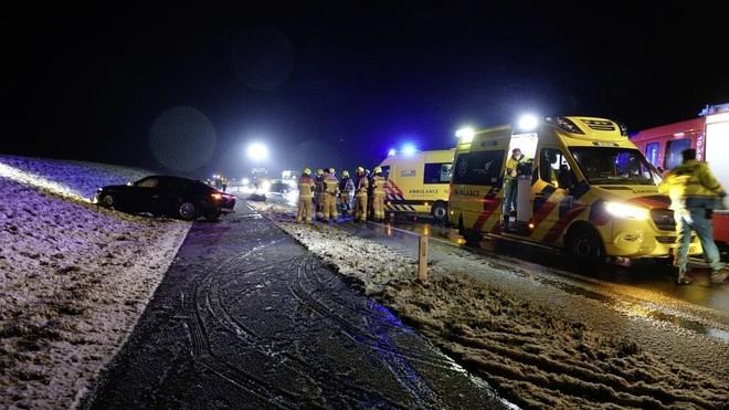 Houtribdijk zaterdag twee uur dicht voor politieonderzoek naar frontale botsing met dodelijke afloop in januari