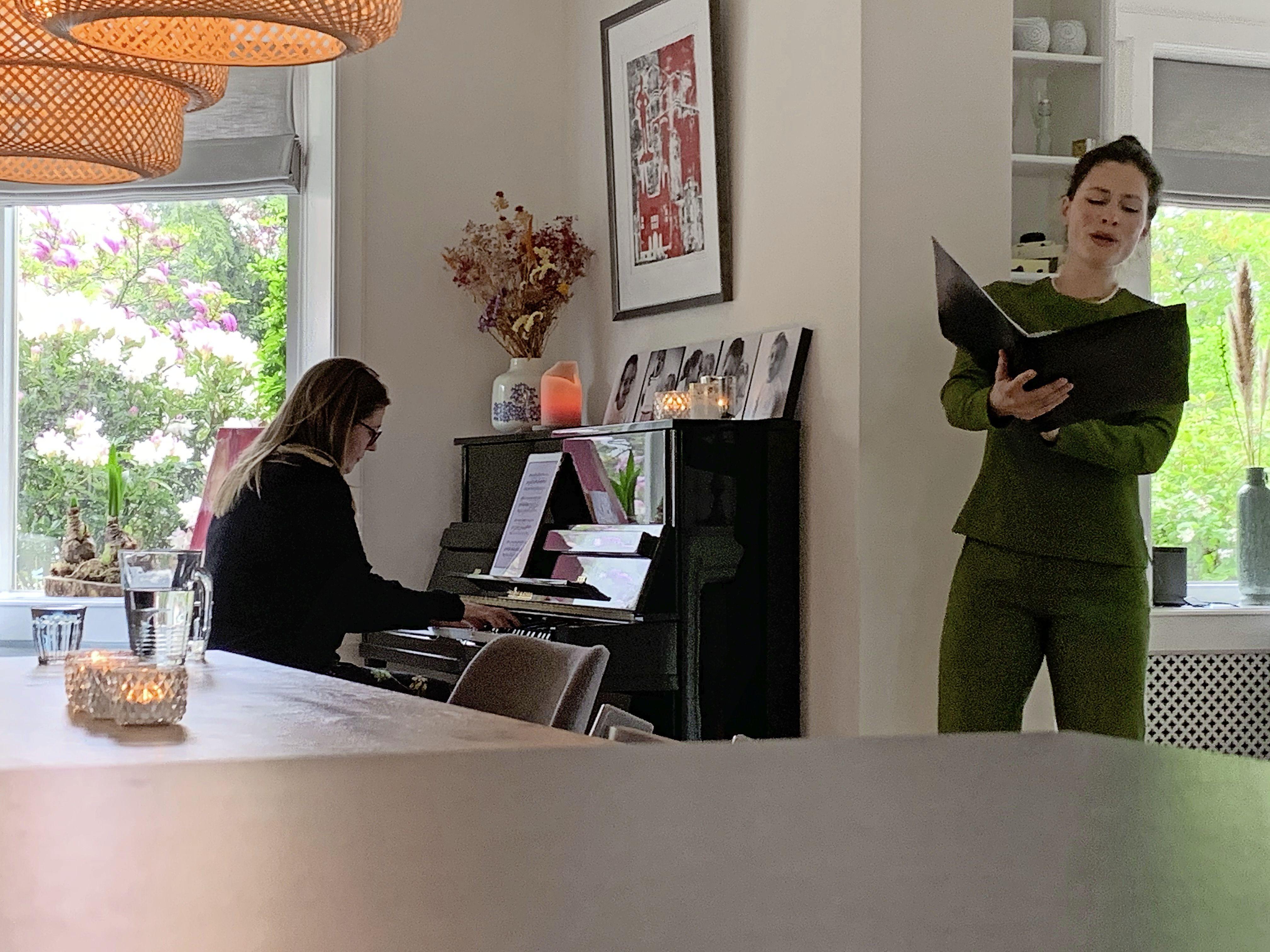Meer zondigen door corona? De Bussumse Charlotte Houberg bezingt in Hof van Heden met klassieke liederen de zeven zonden van de 21ste eeuw