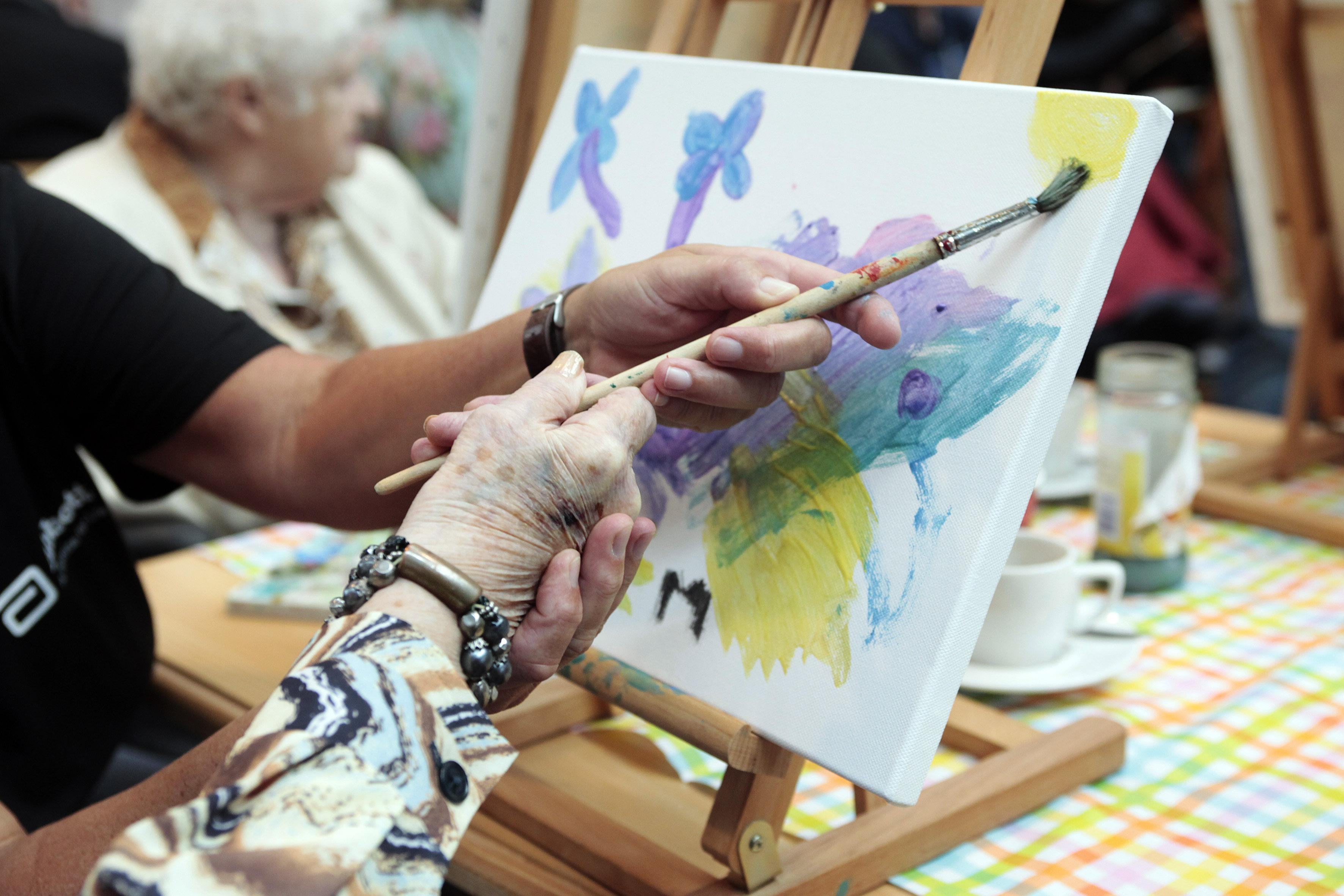 Gooise afdeling Alzheimer Nederland bezorgd over wegvallen dagbesteding: 'Zeer zorgelijke ontwikkeling; het gaat wel over kwetsbare mensen'