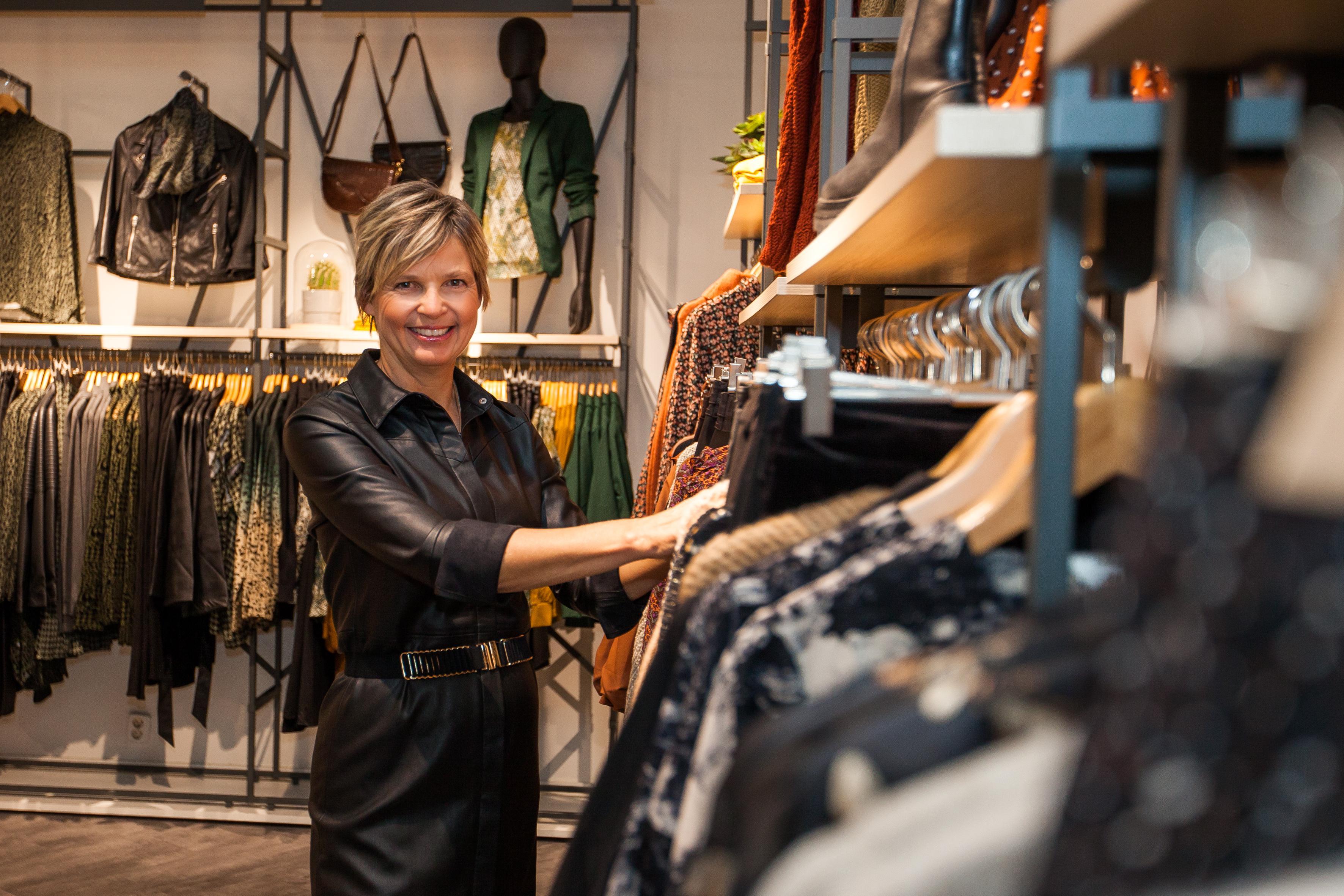 Kapitaal aan onverkoopbare kleding in de winkel, Ellen Brantjes hoopt in januari winkels weer te mogen openen