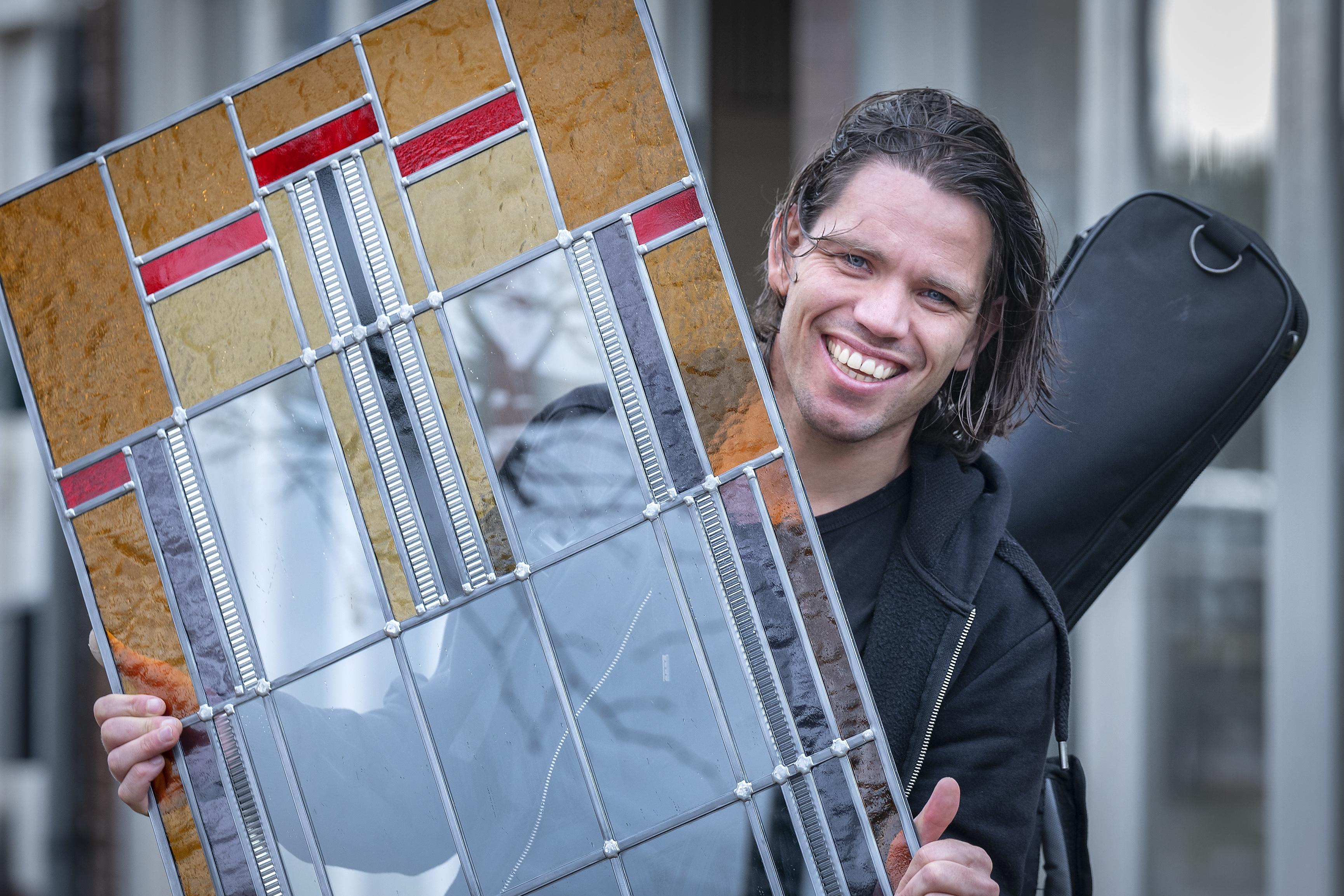 Het overlijden van collega en vriend Gertjan Huijbens zet muzikant Daan (36) aan het denken. 'Wacht niet tot het perfecte moment, want dat is er niet'