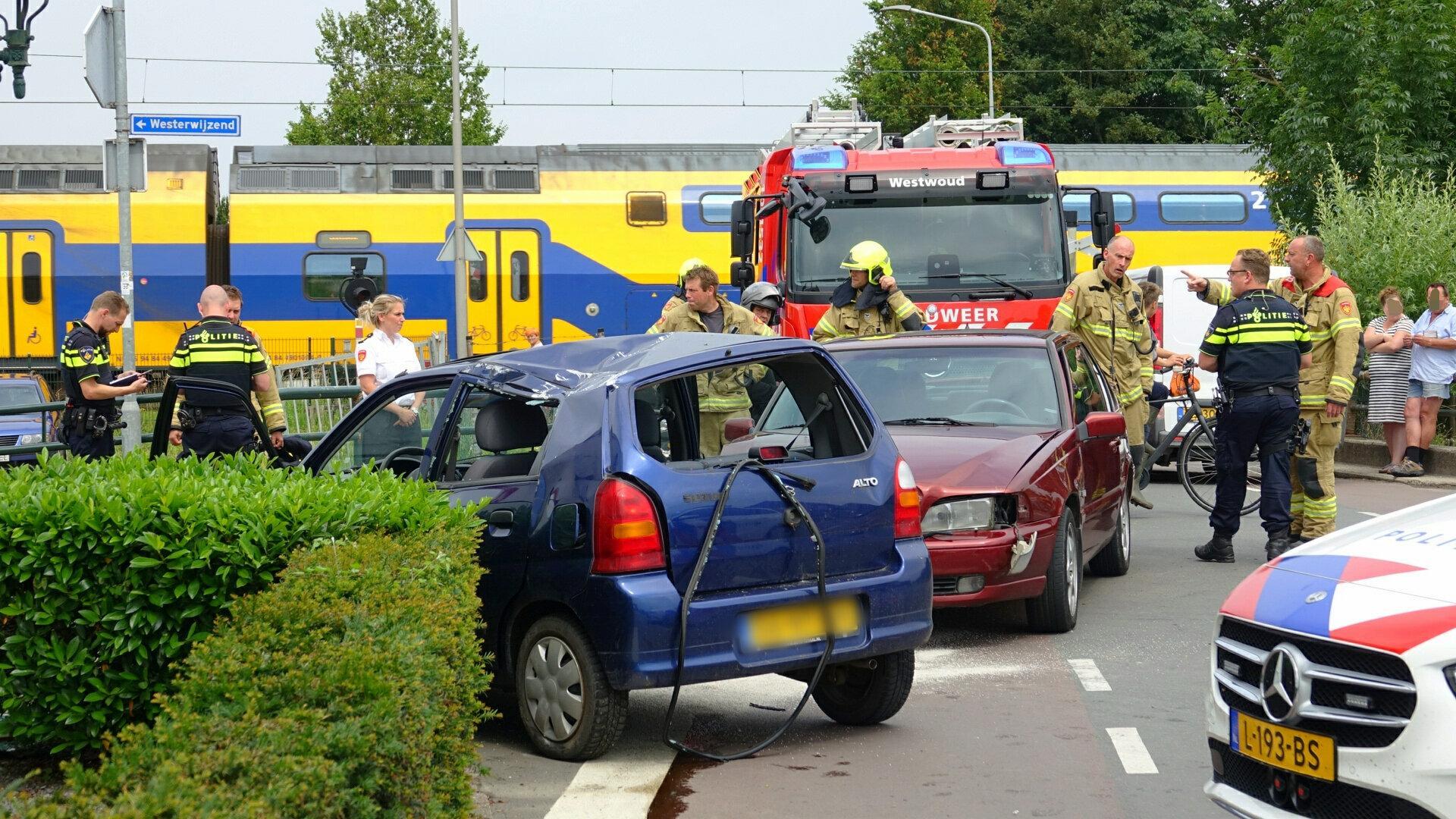 Gewonde bij botsing tussen twee auto's in Hoogkarspel