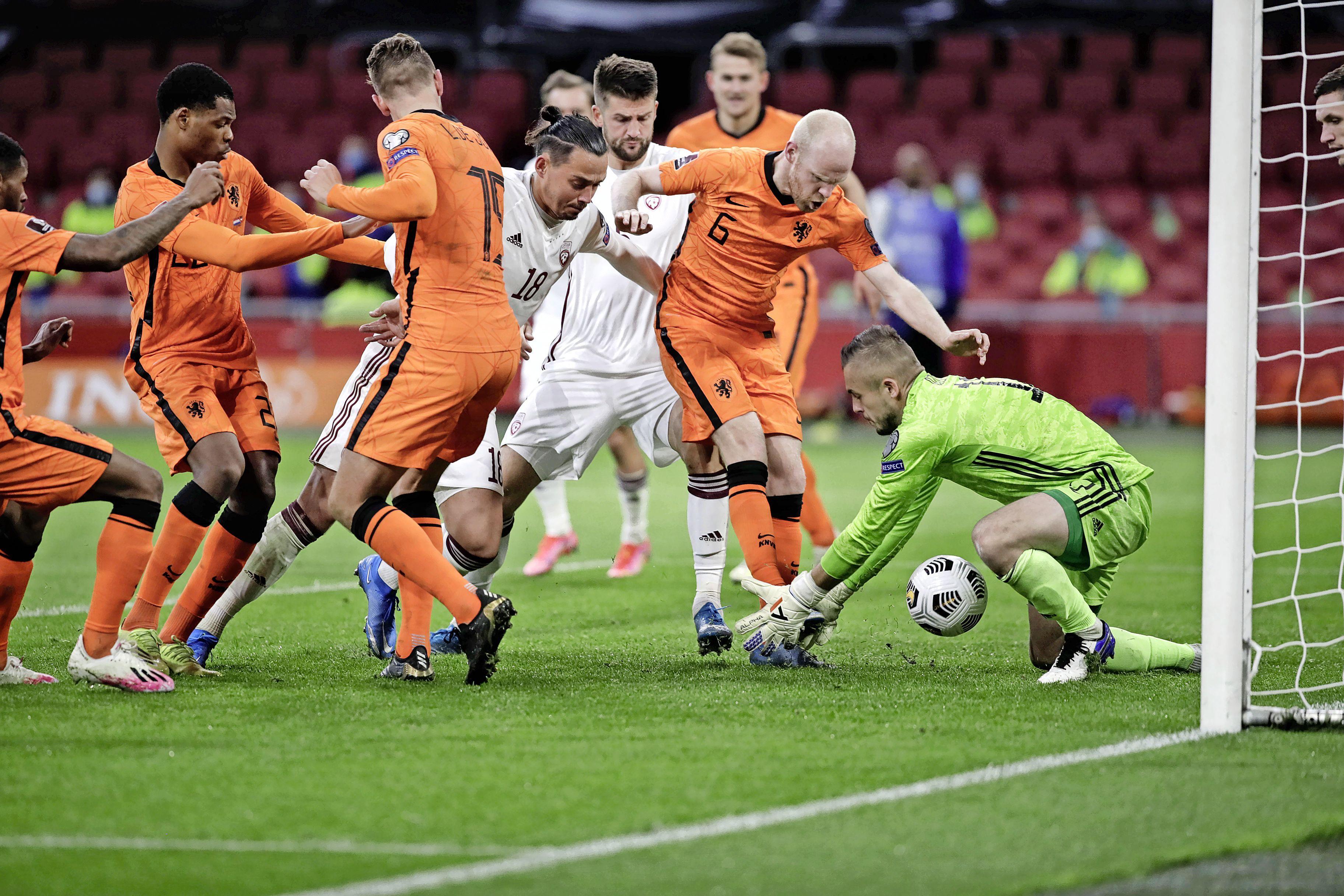 Fans van Oranje hebben een 'fantastische avond' en dat snapt bondscoach Frank de Boer wel: 'Veel momenten voor oeh's en ah's'