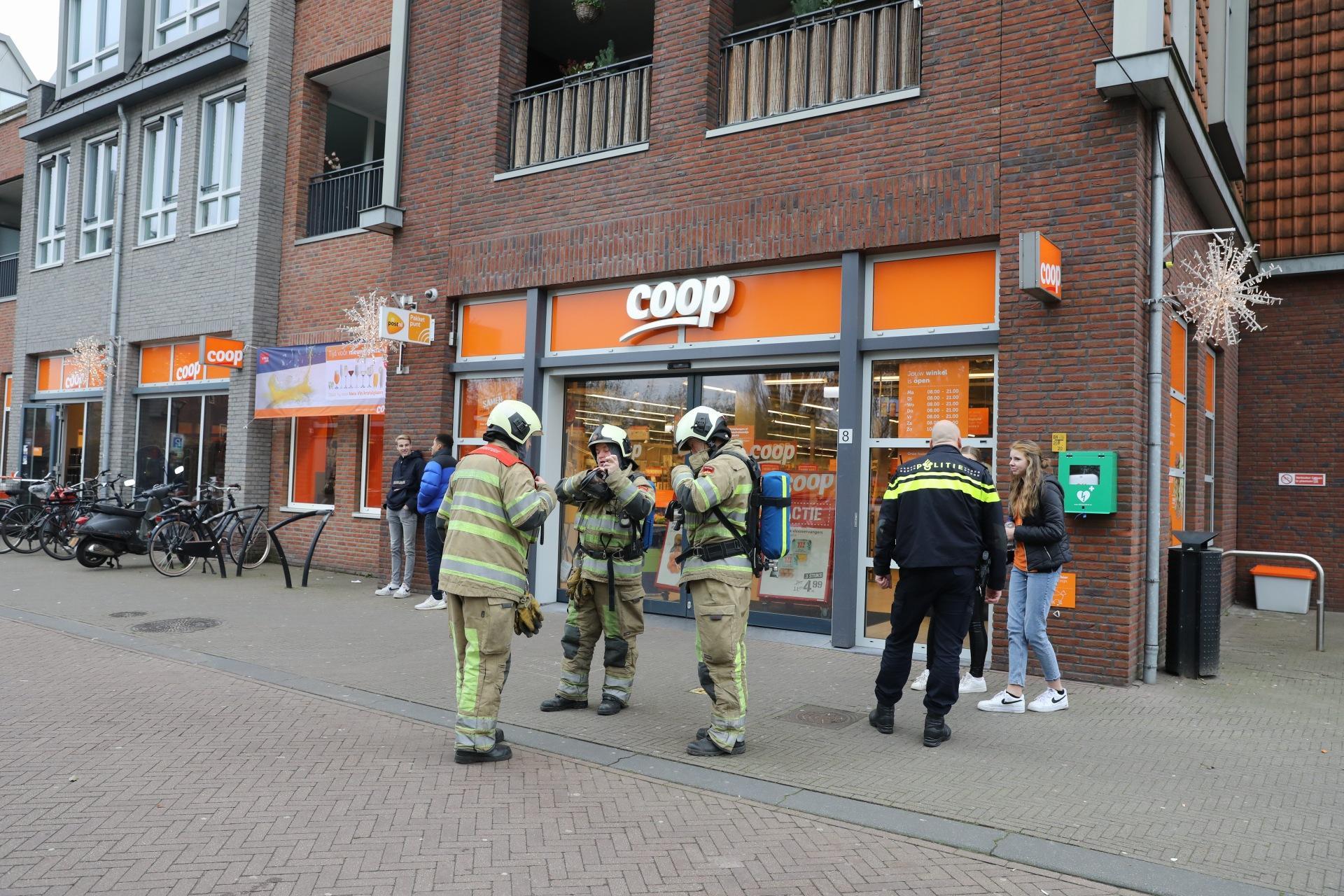 Gesmolten lampje zorgt voor hoop commotie in Eemnes: Coop ontruimd na 'vreemde gaslucht' en nadat personeelslid onwel werd [update]