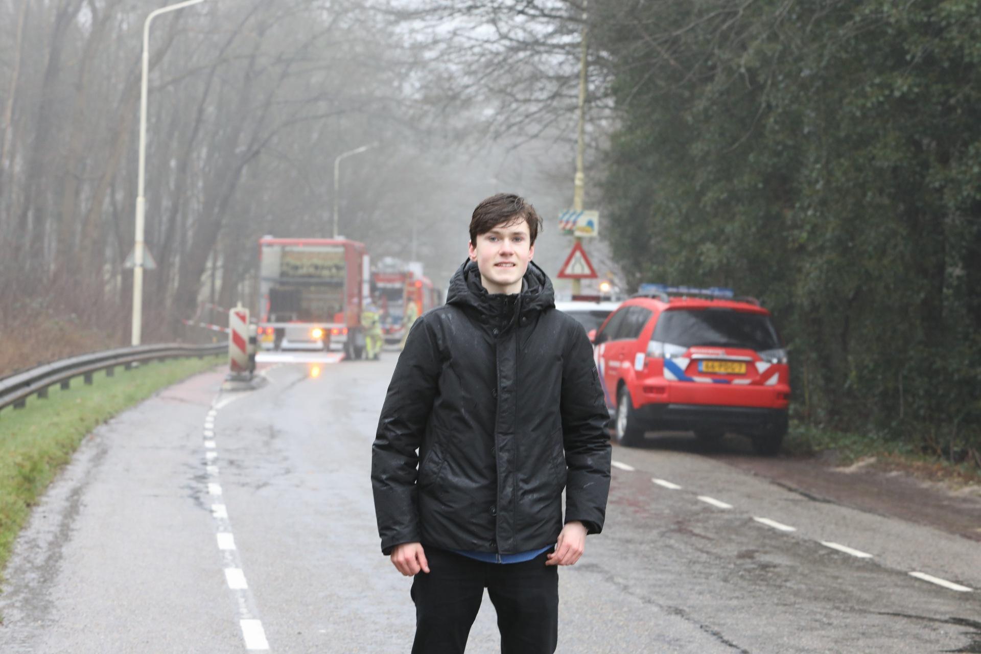 Larense scholier (16) voorkomt villabrand in Laren; Alleen veranda verwoest. Politie doet onderzoek naar vondst gevaarlijke stoffen