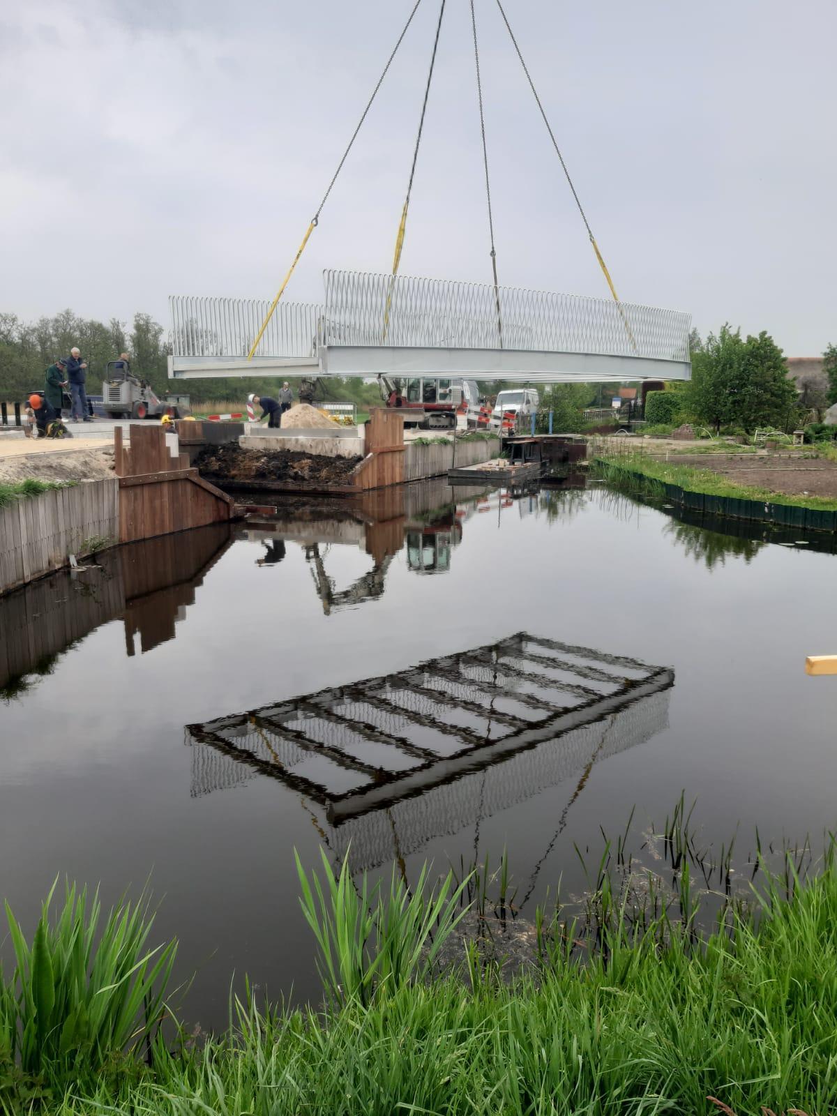Kippenvel, de gele brug is terug: Ankeveen heeft na 75 jaar weer zijn icoon