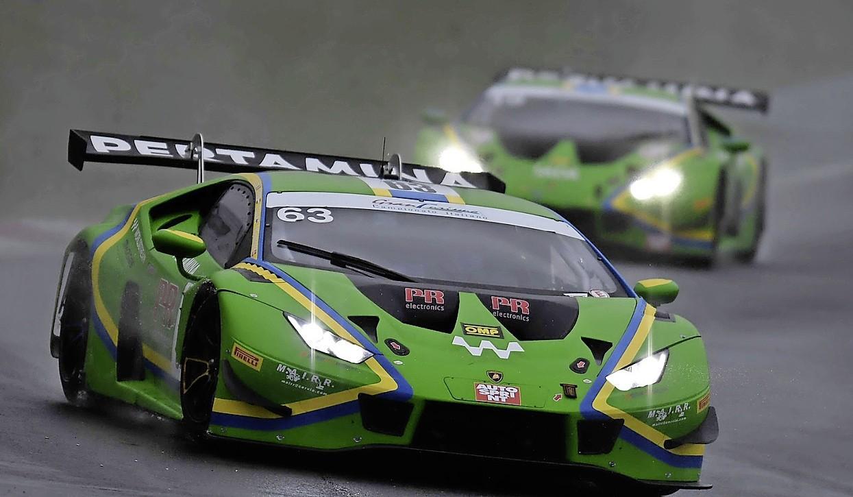 Vijfhuizer Danny Kroes: 'Italië is misschien wel het mooiste land om te racen, iedereen is helemaal autosportgek' [video]