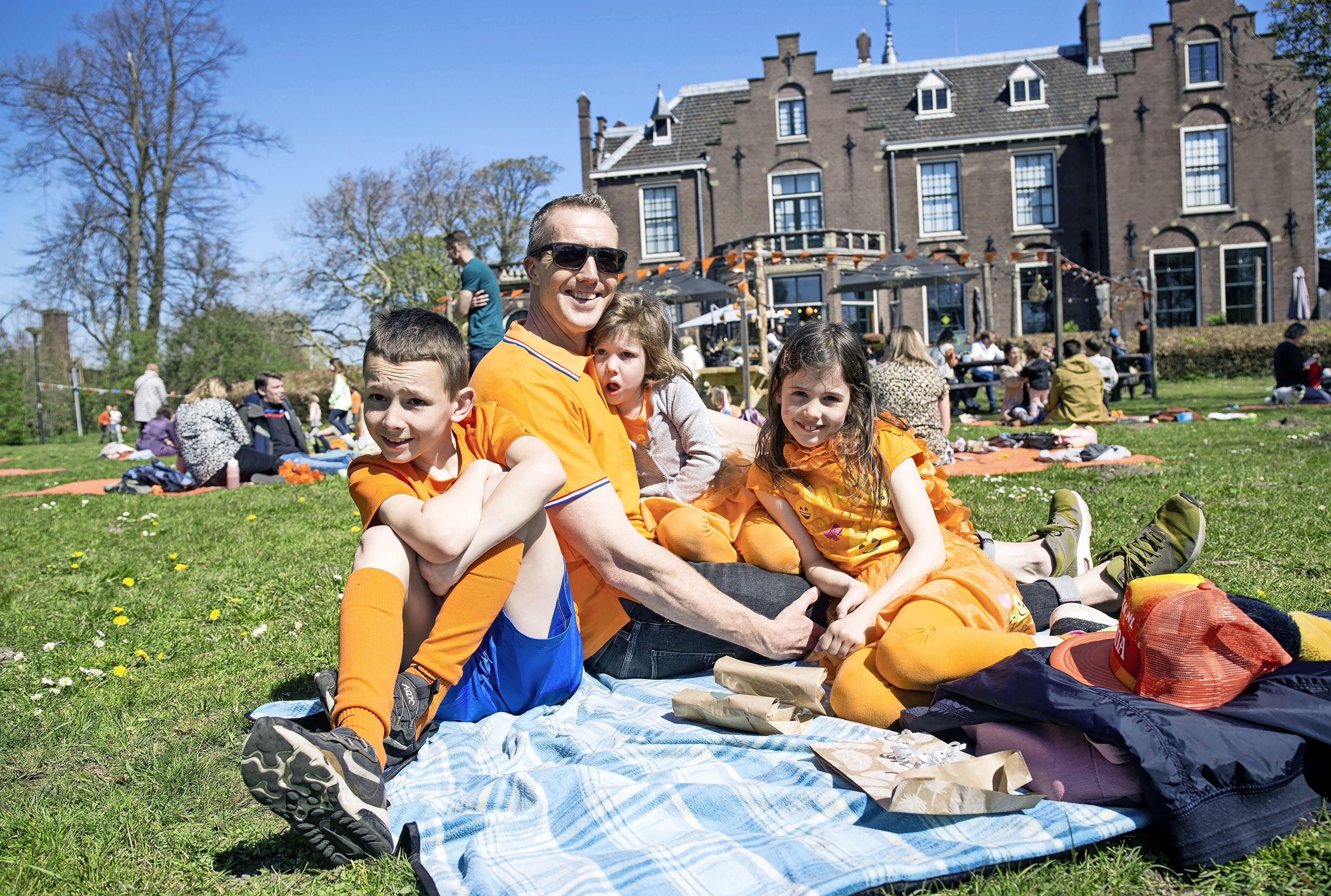 Liveblog Koningsdag: In Haarlem vieren ze massaal feest en ondanks alle beperkingen is de IJmond oranje