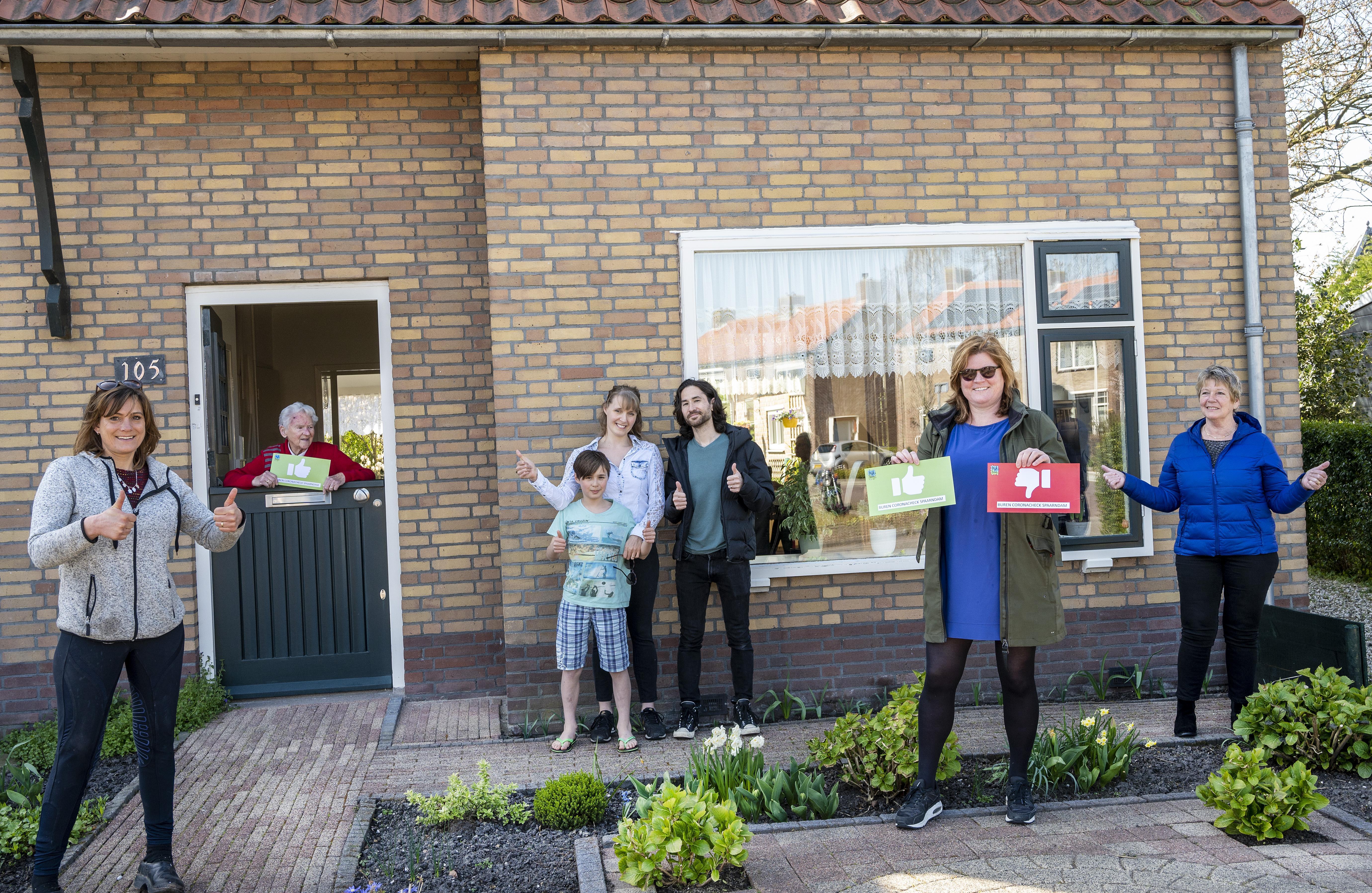 Buren corona-check: nog niet veel duimpjes te zien in dorp Spaarndam