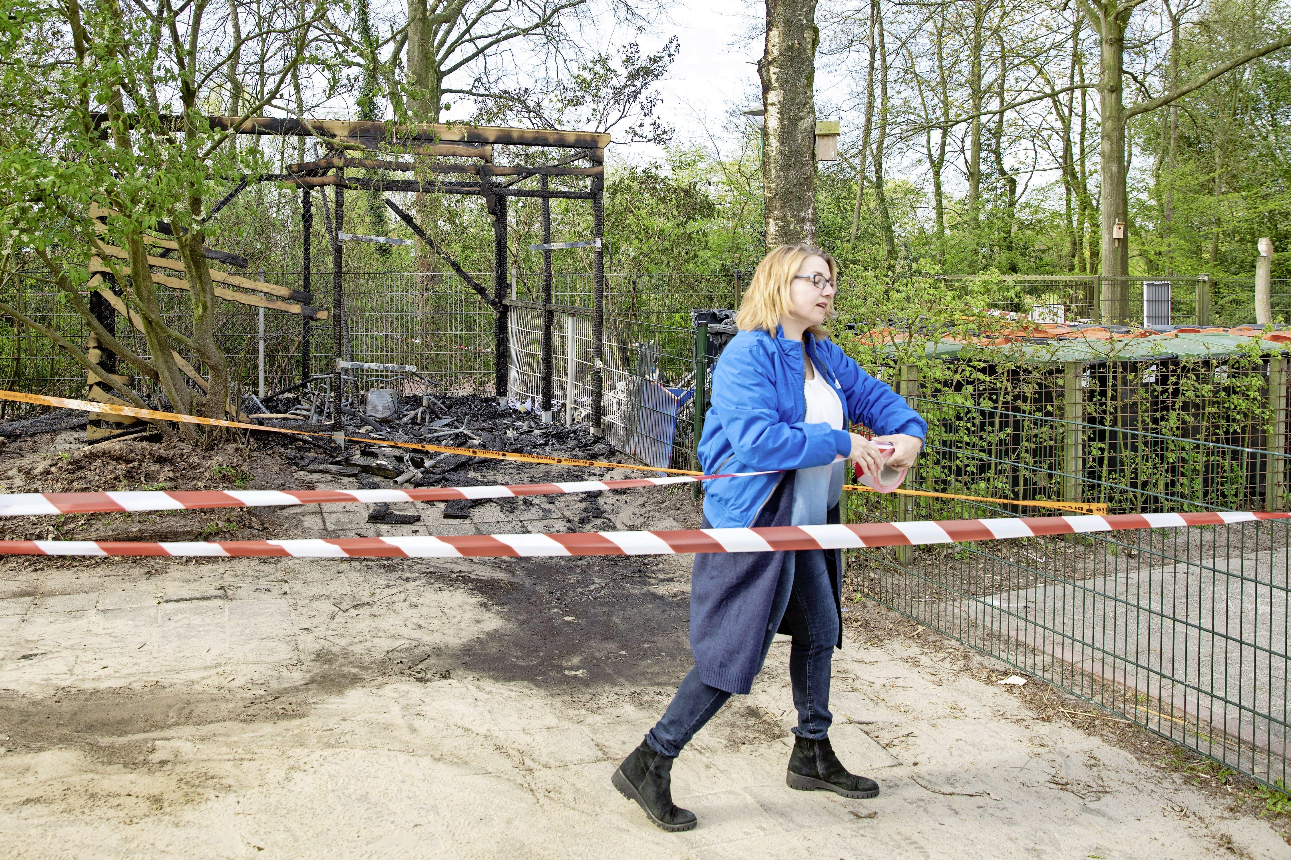 De brand in het fietsschuurtje van de kinderopvang in Eemnes lijkt te zijn ontstaan door vuurwerk; 'Dit zagen we op onze camerabeelden'