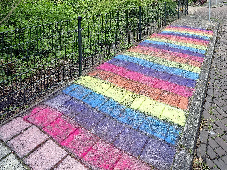 Regenboogstoep bij abortuskliniek: 'Haarlem is een progressieve, tolerante en warme stad'