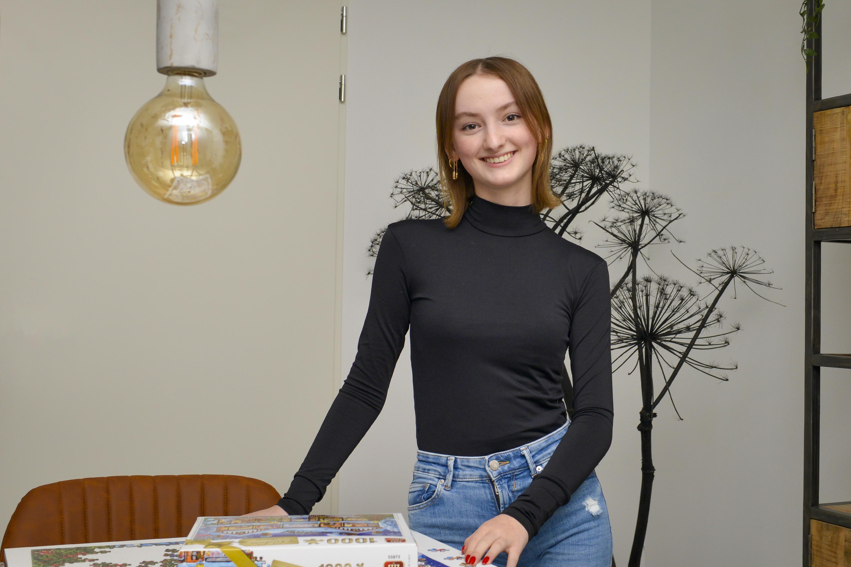 Je ziet nooit jongeren aan tafel bij Eva Jinek, zei Britt Stam (16) van Texel. Maar Eva luisterde, want woensdagavond zit Britt er