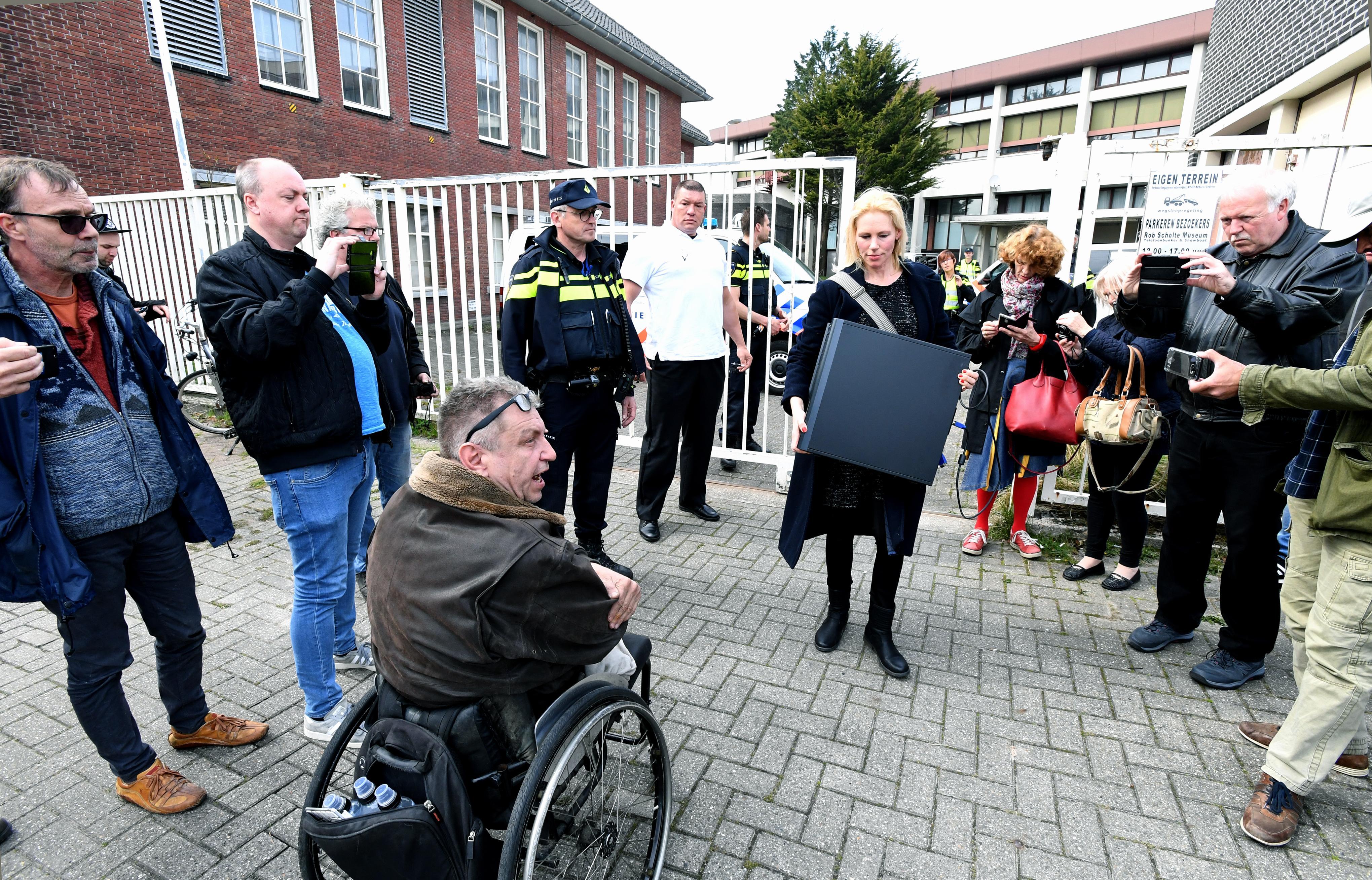 Den Helder gaat over tot het veilen van de kunst van Rob Scholte. Kunstenaar reageert: 'Krankzinnig'