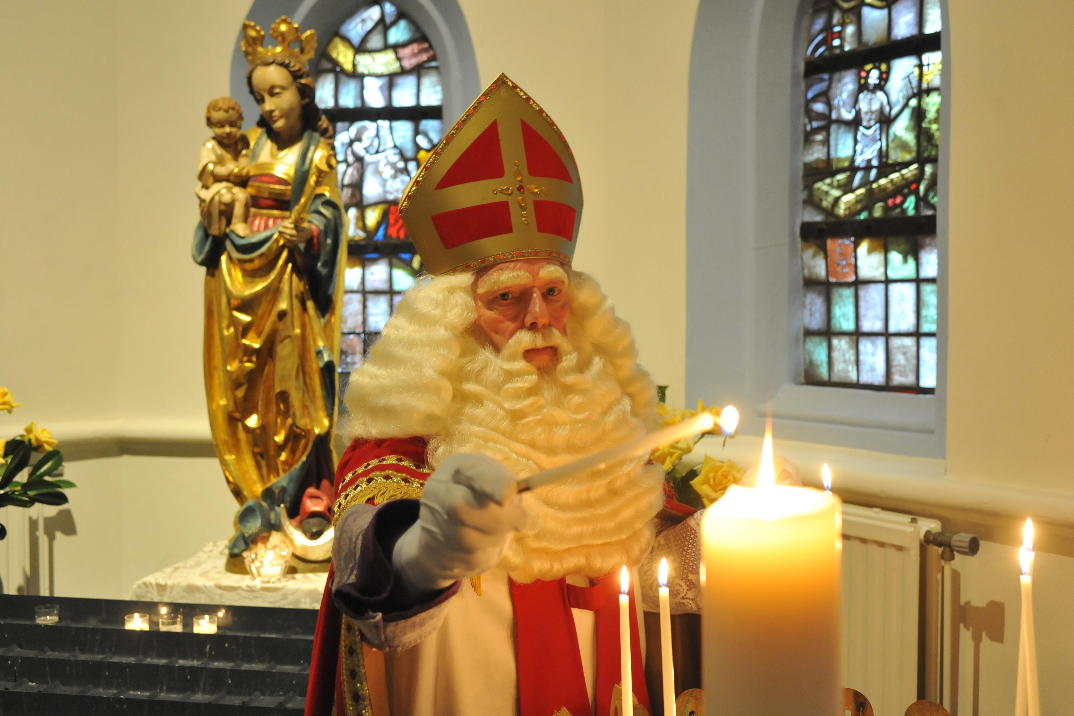 Sinterklaas is uit zijn doen, omdat hij de intocht in Castricum mist: 'Ik heb de hele dag op m'n klokje gekeken'