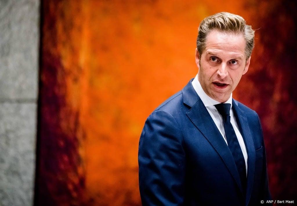'Coronaminister De Jonge stoot enkele taken af om drukte'