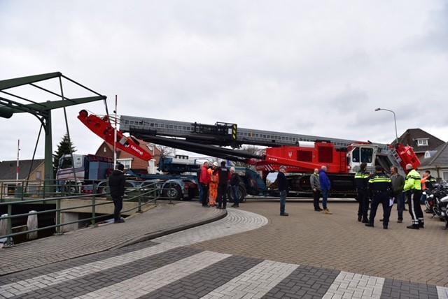 Kapotte vrachtwagen blokkeert Paardenbrug in Rijpwetering, Oud Ade enige tijd onbereikbaar