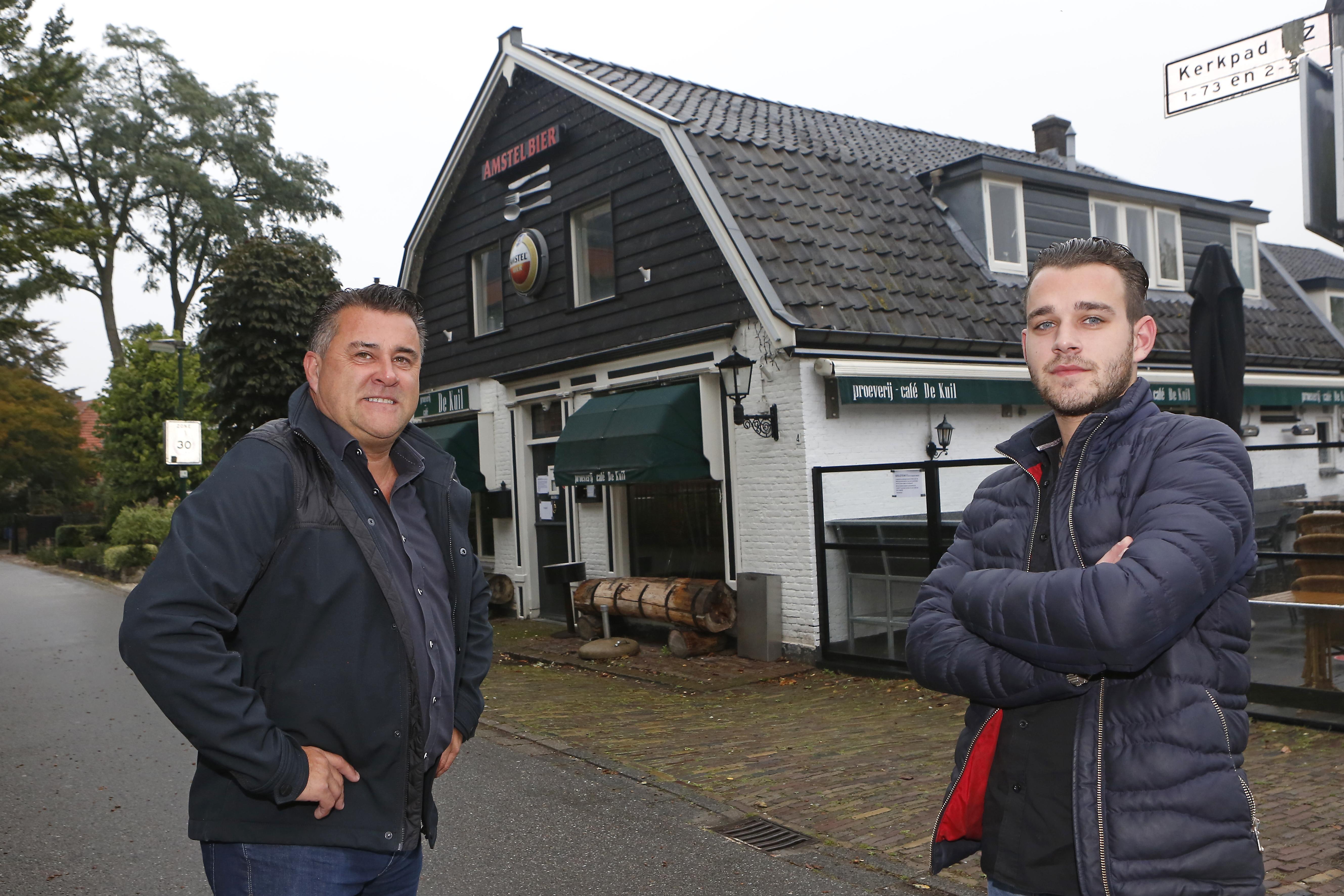 Een kroeg overnemen midden in de coronacrisis: Nino Brouwer (22) durft het aan en is samen met vader John de nieuwe eigenaar van het veelbesproken café De Kuil in Soest