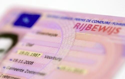 Automobilist haalt snelheden van boven de 190 km/u op A7 en is rijbewijs kwijt
