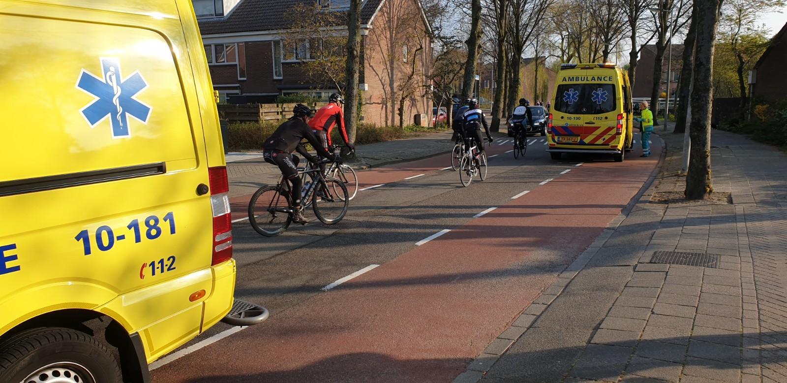 Deelnemer Ronde van Noord-Holland gewond na botsing in Alkmaar